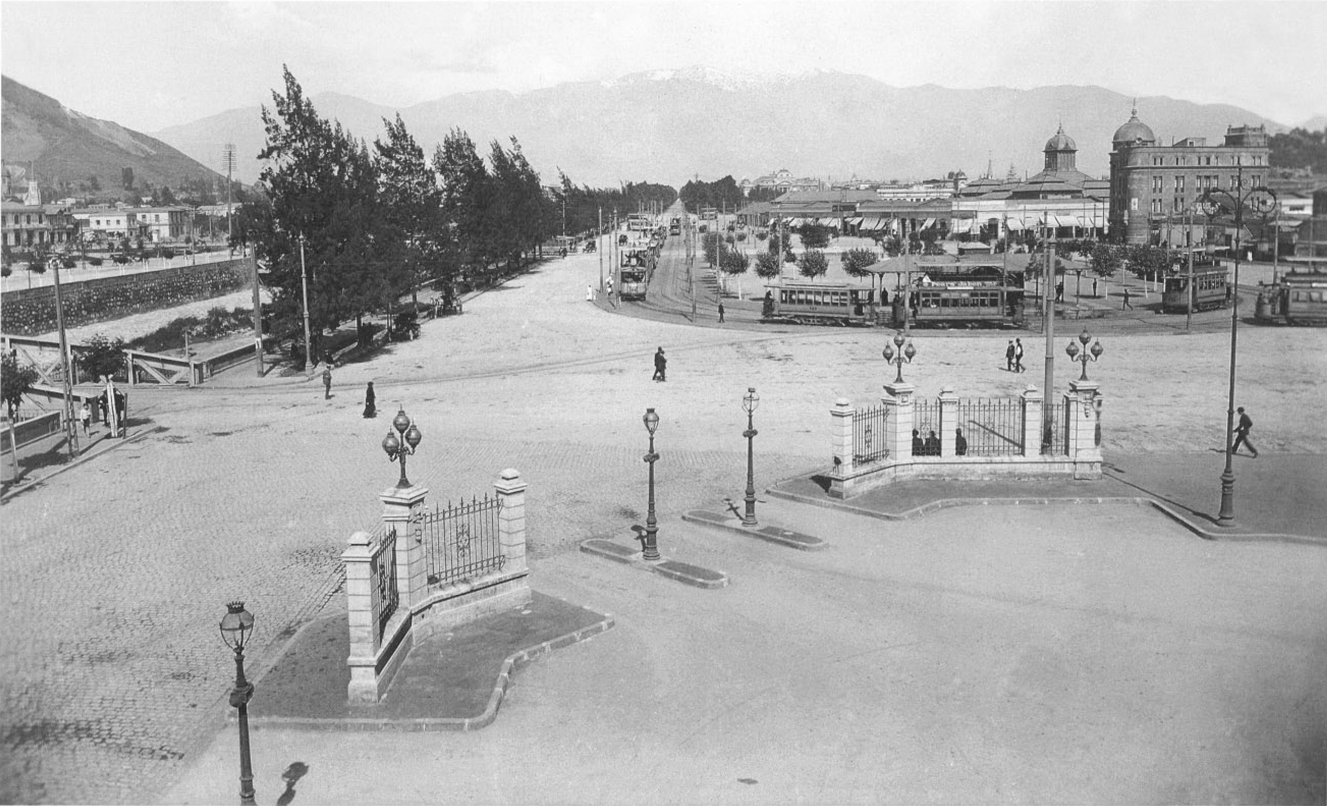 Enterreno - Fotos históricas de chile - fotos antiguas de Chile - Vista desde la Estación Mapocho año 1919
