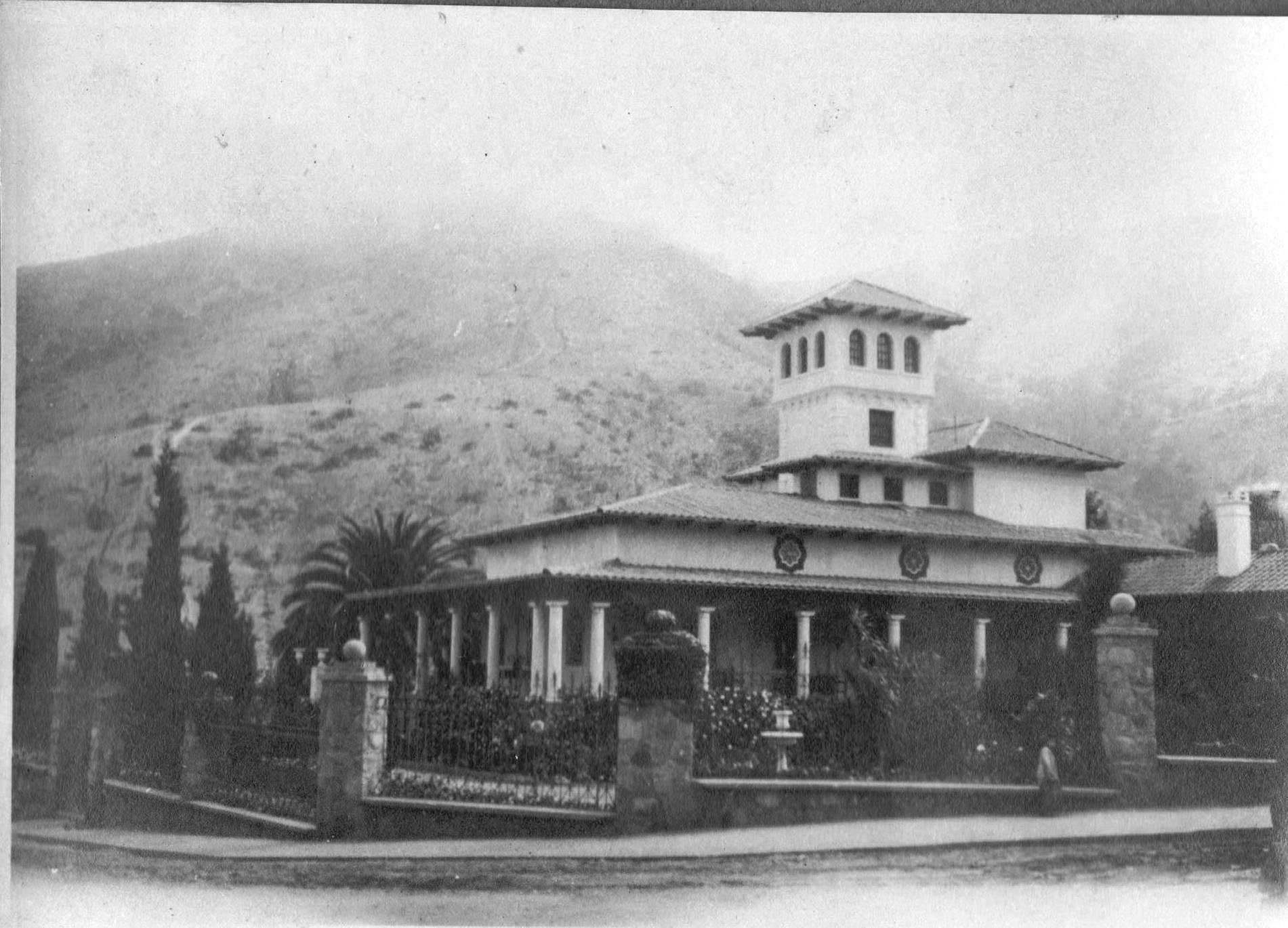 Enterreno - Fotos históricas de chile - fotos antiguas de Chile - Casona Ossandón en los años 20s