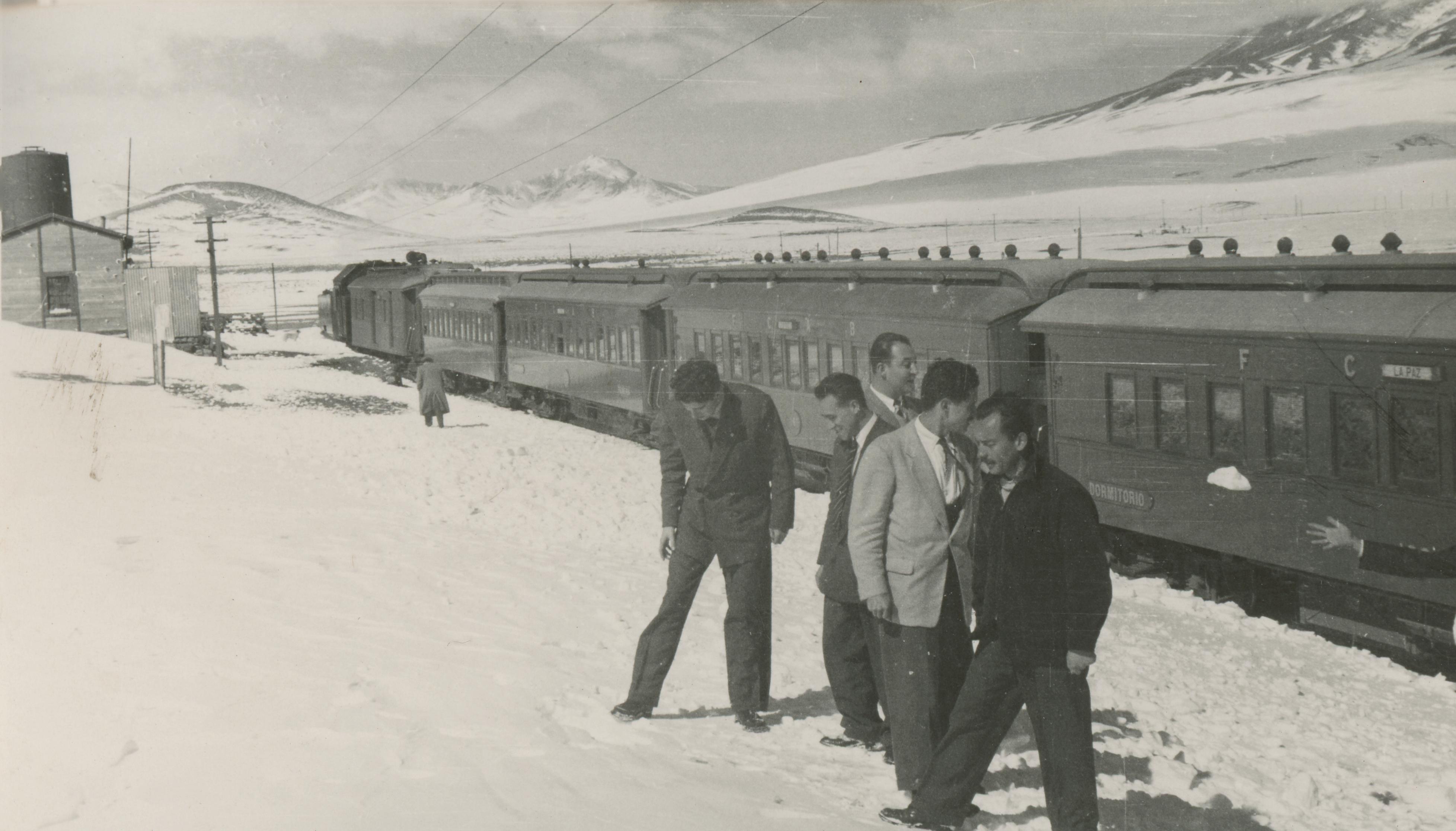 Enterreno - Fotos históricas de chile - fotos antiguas de Chile - Tren trasandino, Ollagüe en 1950