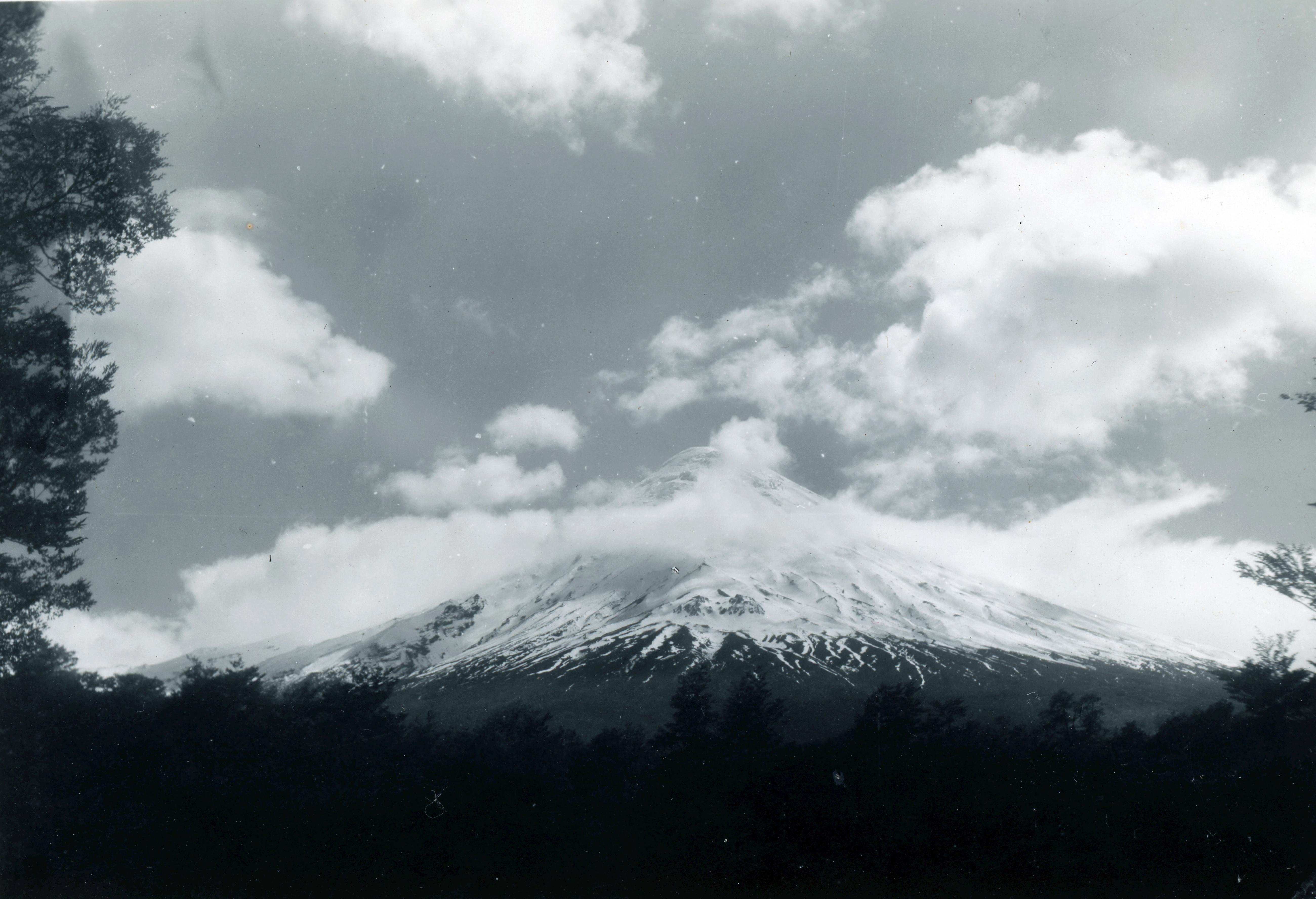 Enterreno - Fotos históricas de chile - fotos antiguas de Chile - Volcán Osorno en 1949