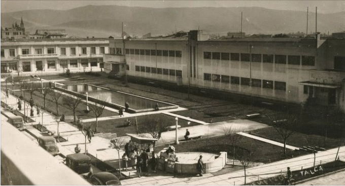 Enterreno - Fotos históricas de chile - fotos antiguas de Chile - Plaza Escuelas Concentradas de Talca, ca. 1950