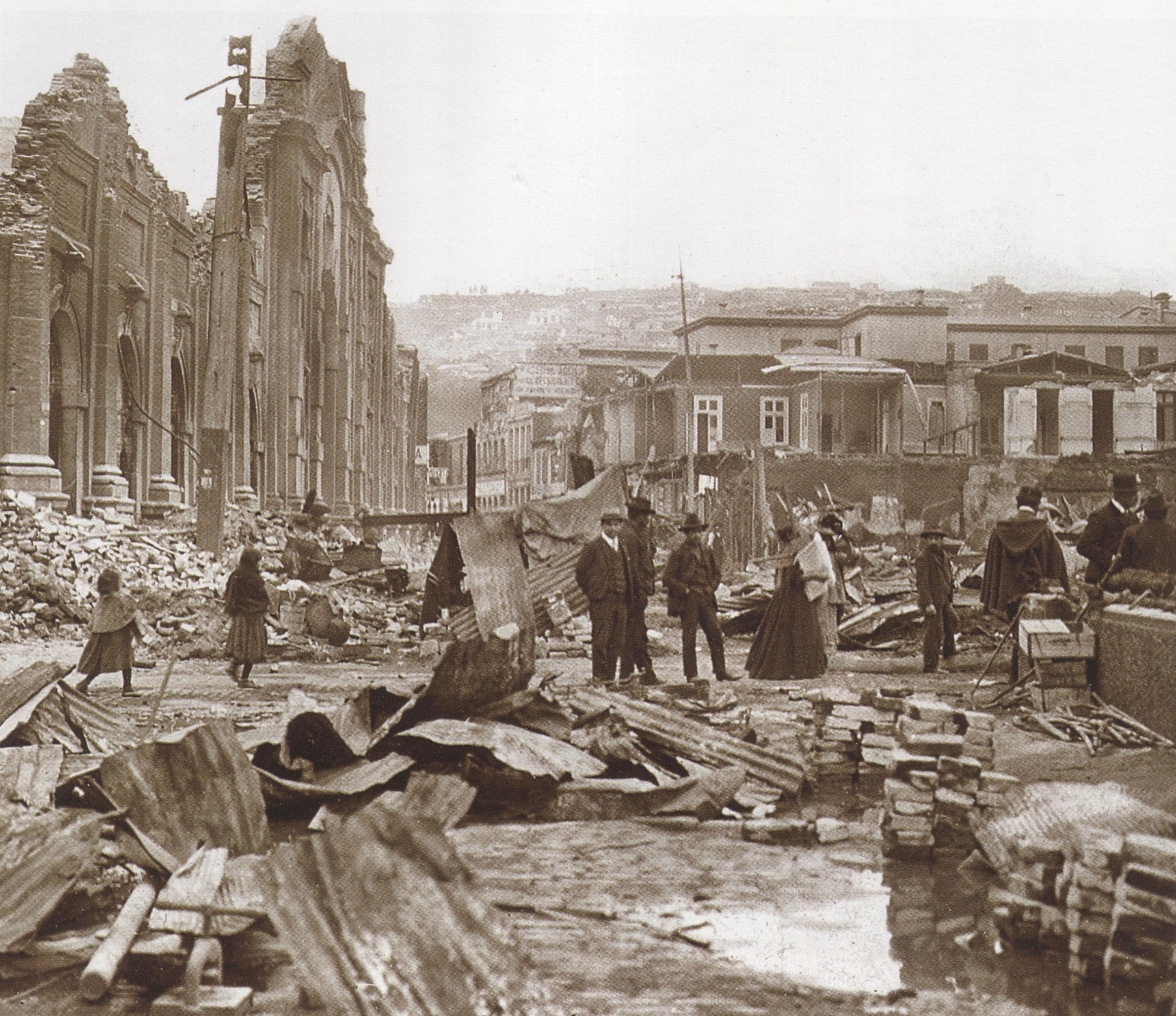 Enterreno - Fotos históricas de chile - fotos antiguas de Chile - Valparaíso luego del terremoto de 1906