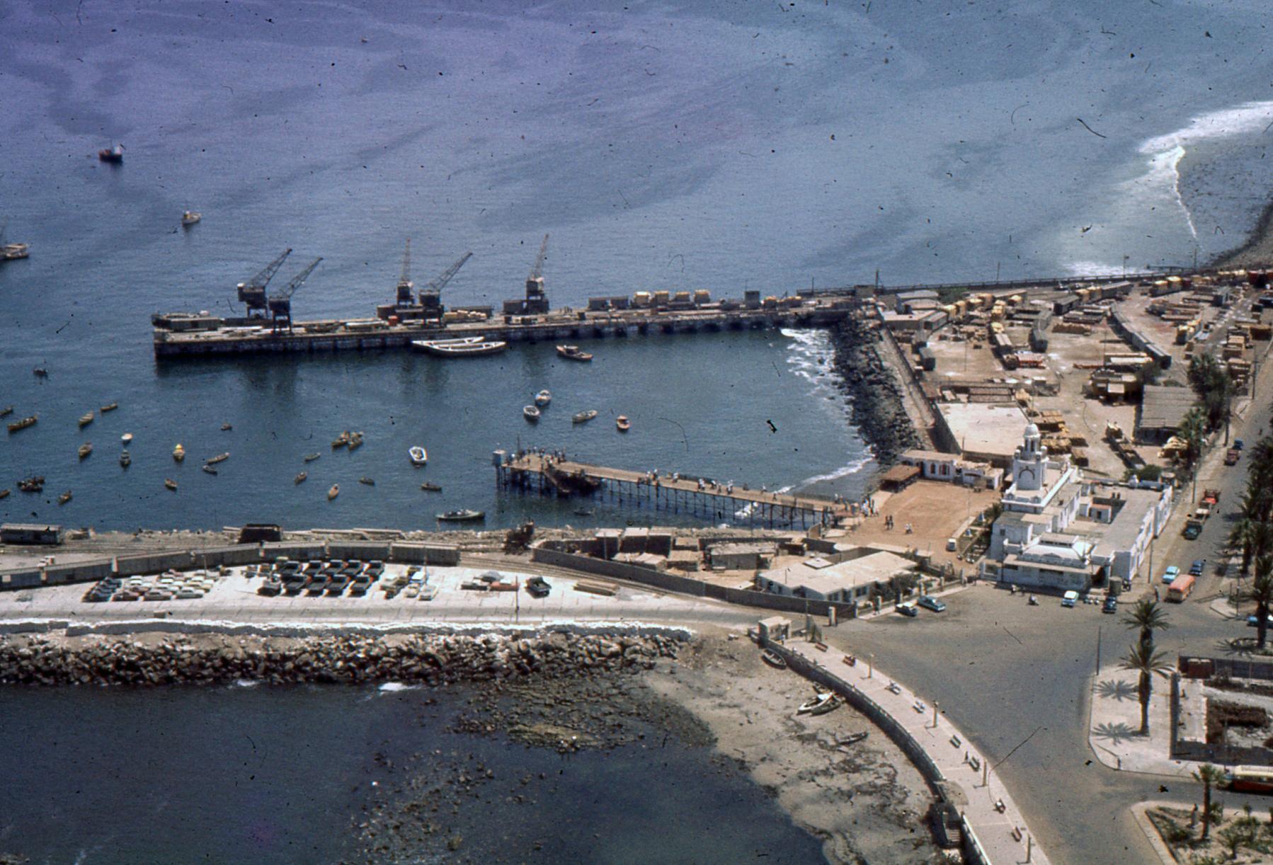 Enterreno - Fotos históricas de chile - fotos antiguas de Chile - Puerto de Arica en 1959