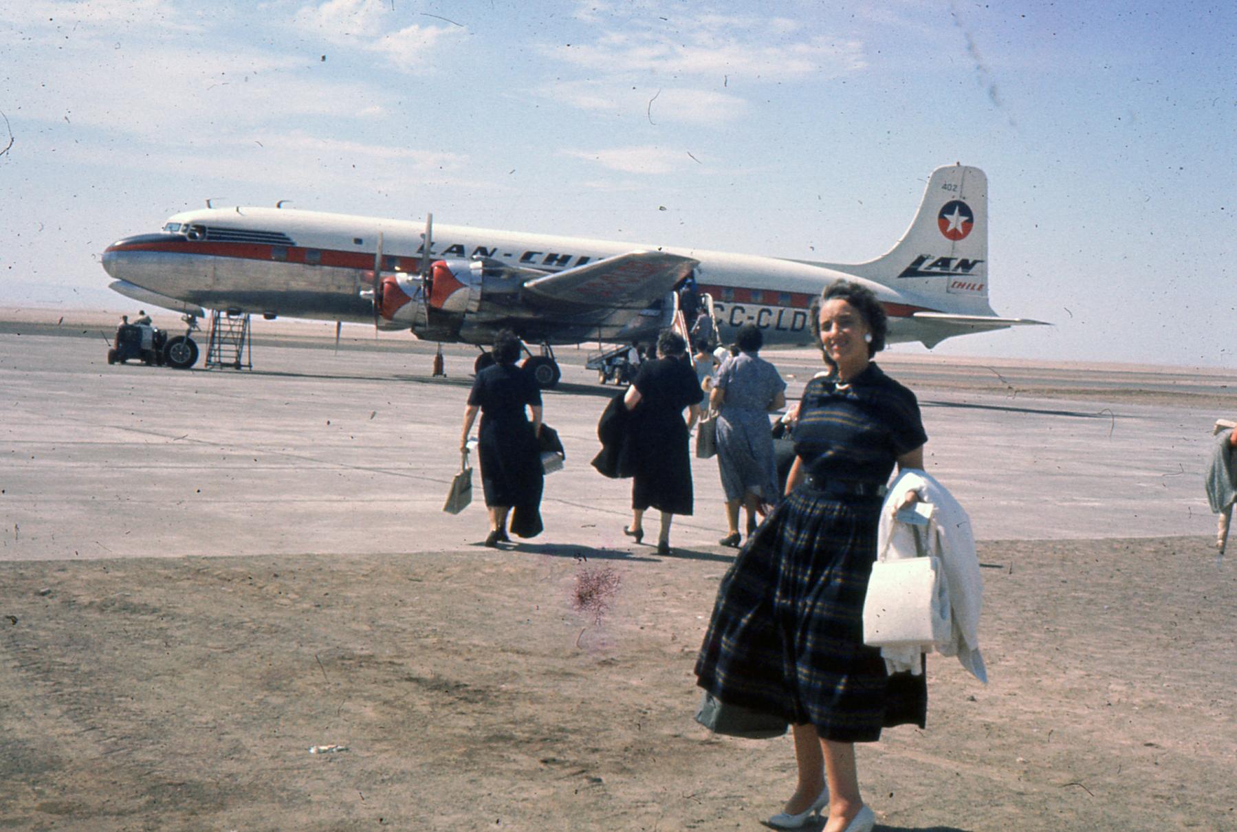 Enterreno - Fotos históricas de chile - fotos antiguas de Chile - Arica, Aeropuerto Chacalluta en 1959