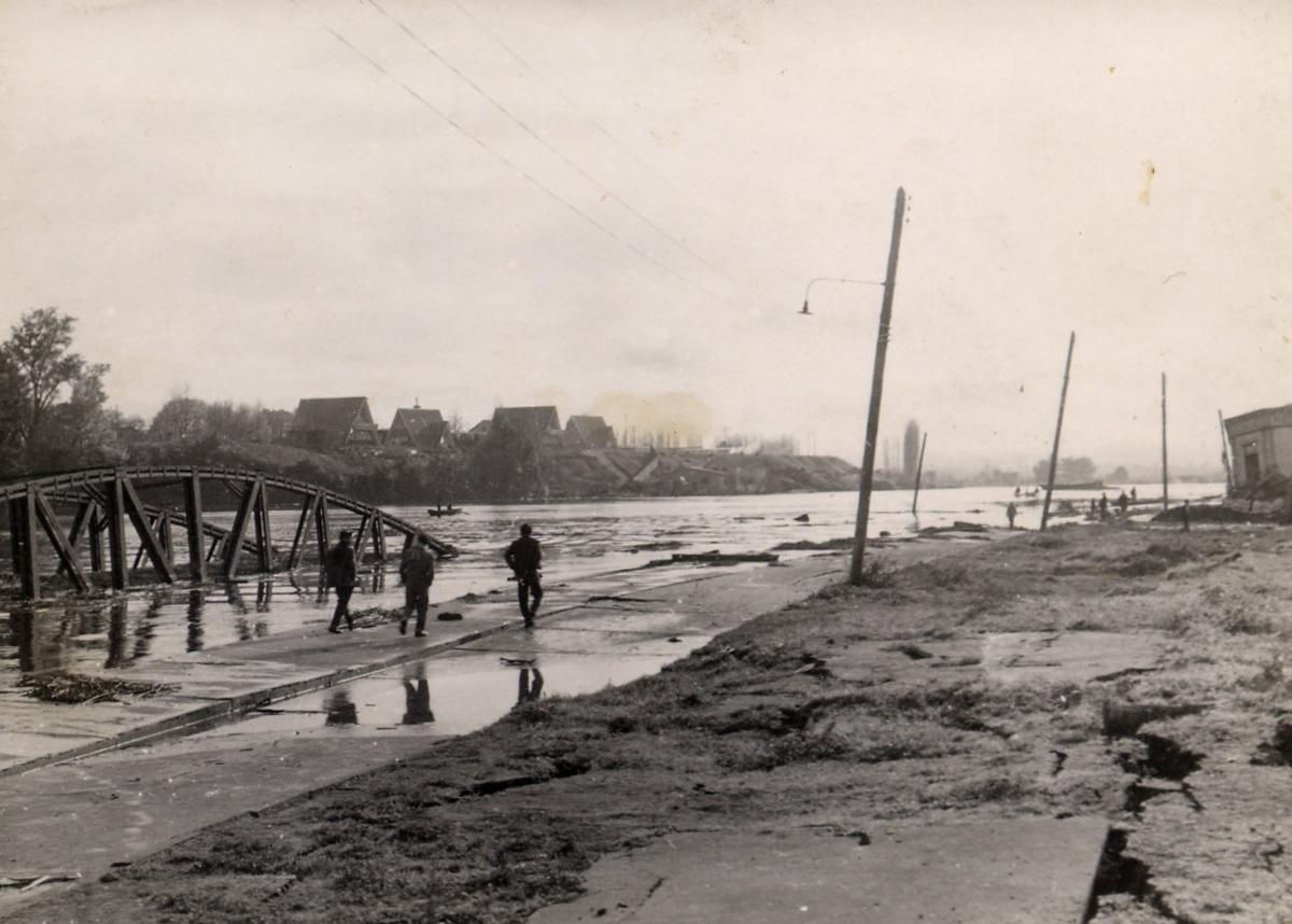 Enterreno - Fotos históricas de chile - fotos antiguas de Chile - Efectos del Terremoto de Valdivia, 1960