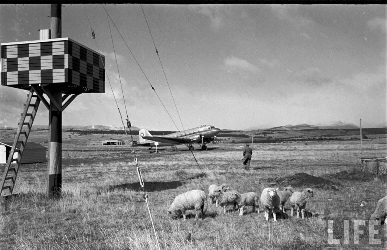 Enterreno - Fotos históricas de chile - fotos antiguas de Chile - Aeropuerto en la Patagonia, 1950