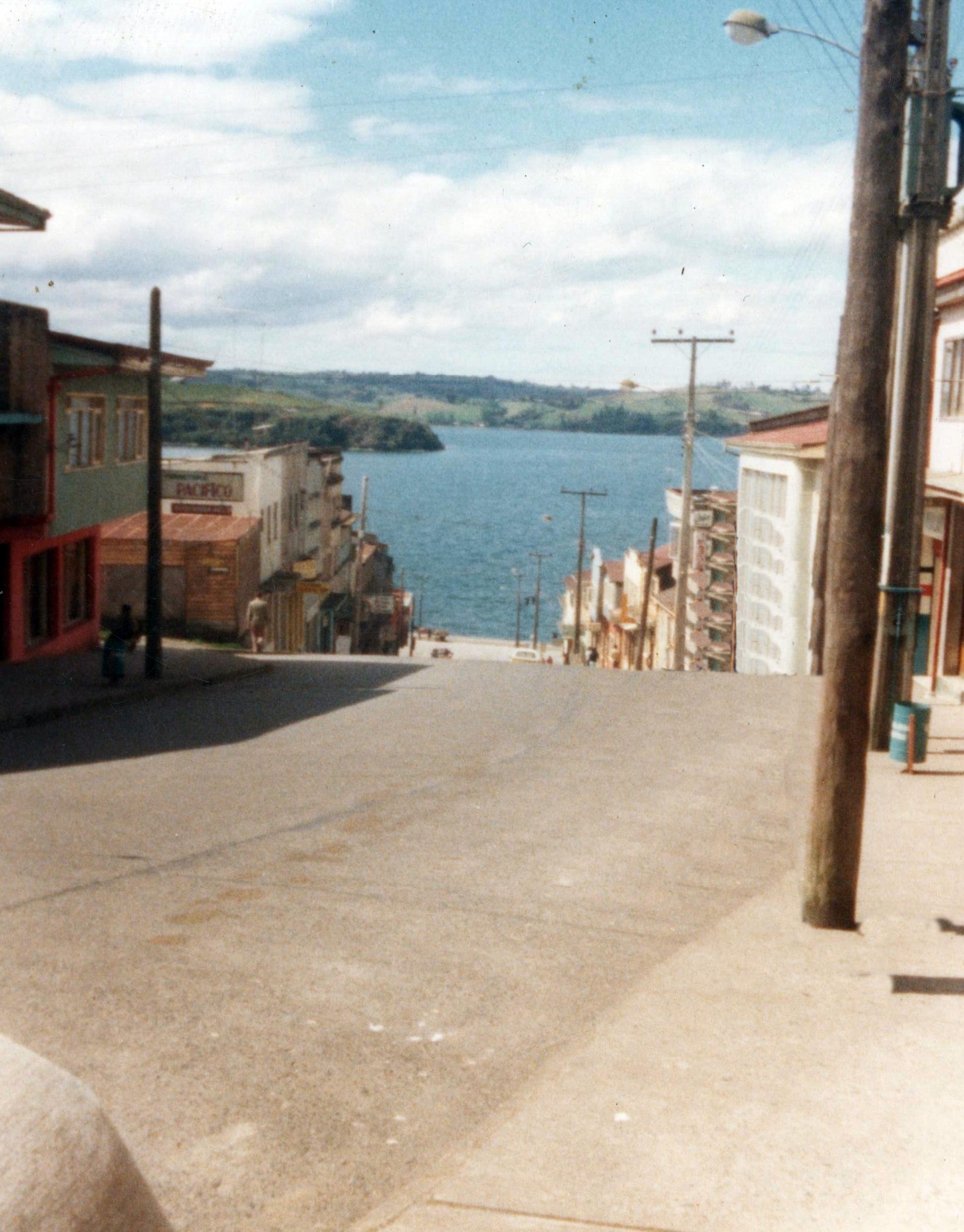 Enterreno - Fotos históricas de chile - fotos antiguas de Chile - Castro en 1983