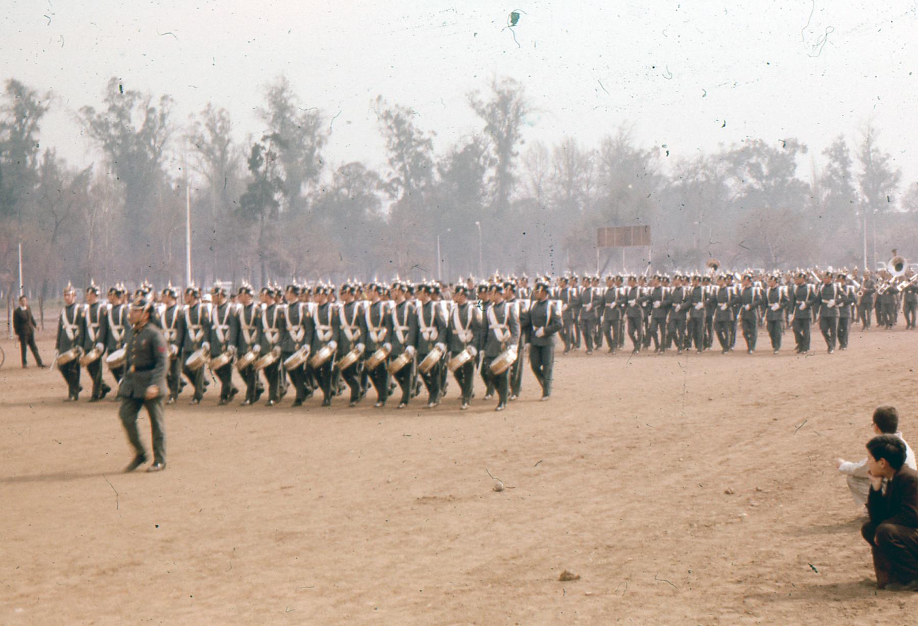 Enterreno - Fotos históricas de chile - fotos antiguas de Chile - Parada Militar, Septiembre de 1963