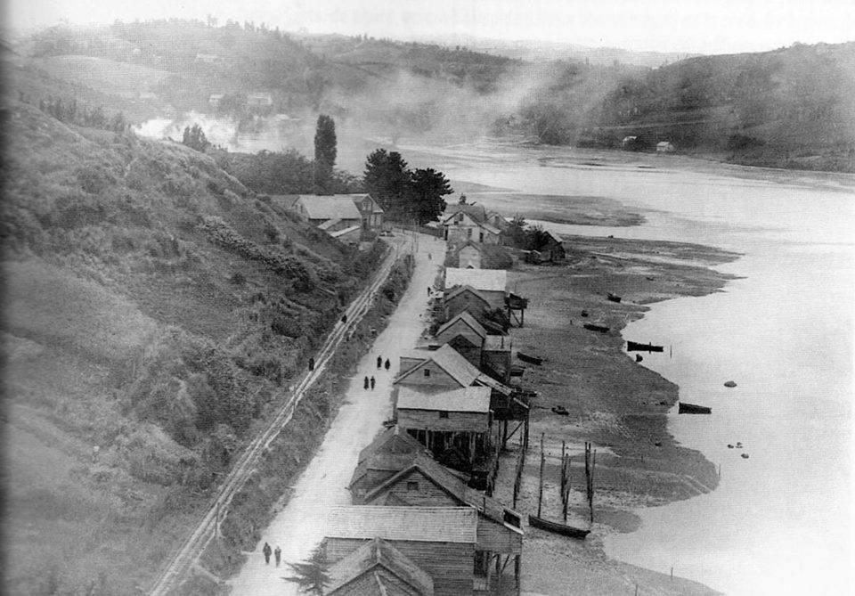 Enterreno - Fotos históricas de chile - fotos antiguas de Chile - Palafitos de Pedro Montt en 1932