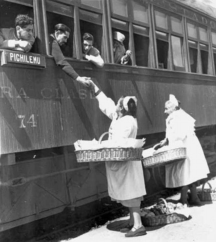 Enterreno - Fotos históricas de chile - fotos antiguas de Chile - Tren en Pichilemu en 1951