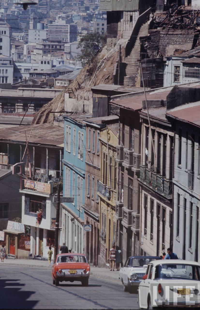 Enterreno - Fotos históricas de chile - fotos antiguas de Chile - Subida Carampangue, Valparaíso en 1971