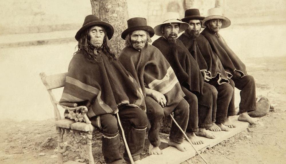 Enterreno - Fotos históricas de chile - fotos antiguas de Chile - Caciques en Plaza de Osorno en 1900