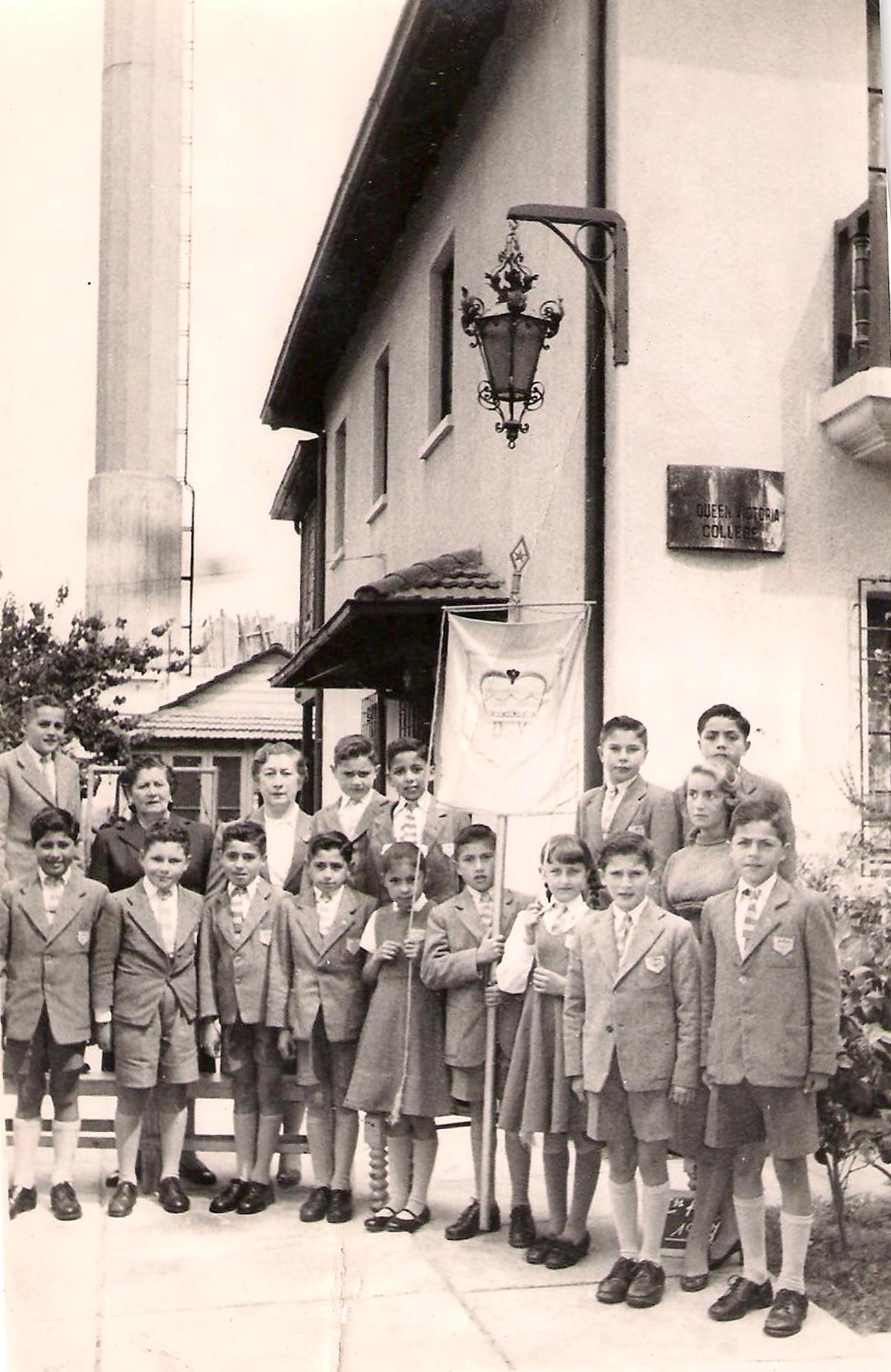 Enterreno - Fotos históricas de chile - fotos antiguas de Chile - Queen Victoria College Viña del Mar 1954