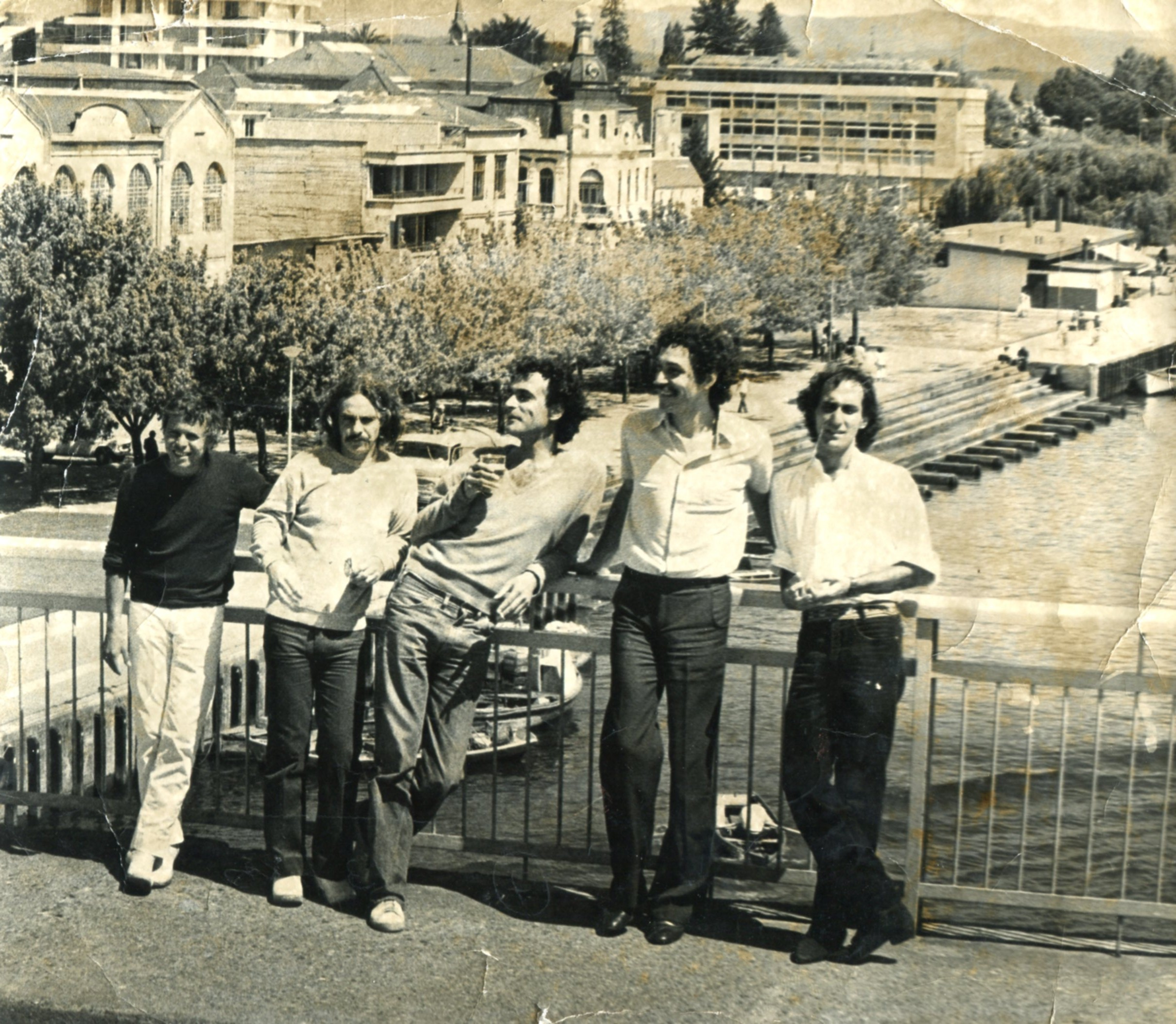 Enterreno - Fotos históricas de chile - fotos antiguas de Chile - Los Jaivas en Valdivia, 1979