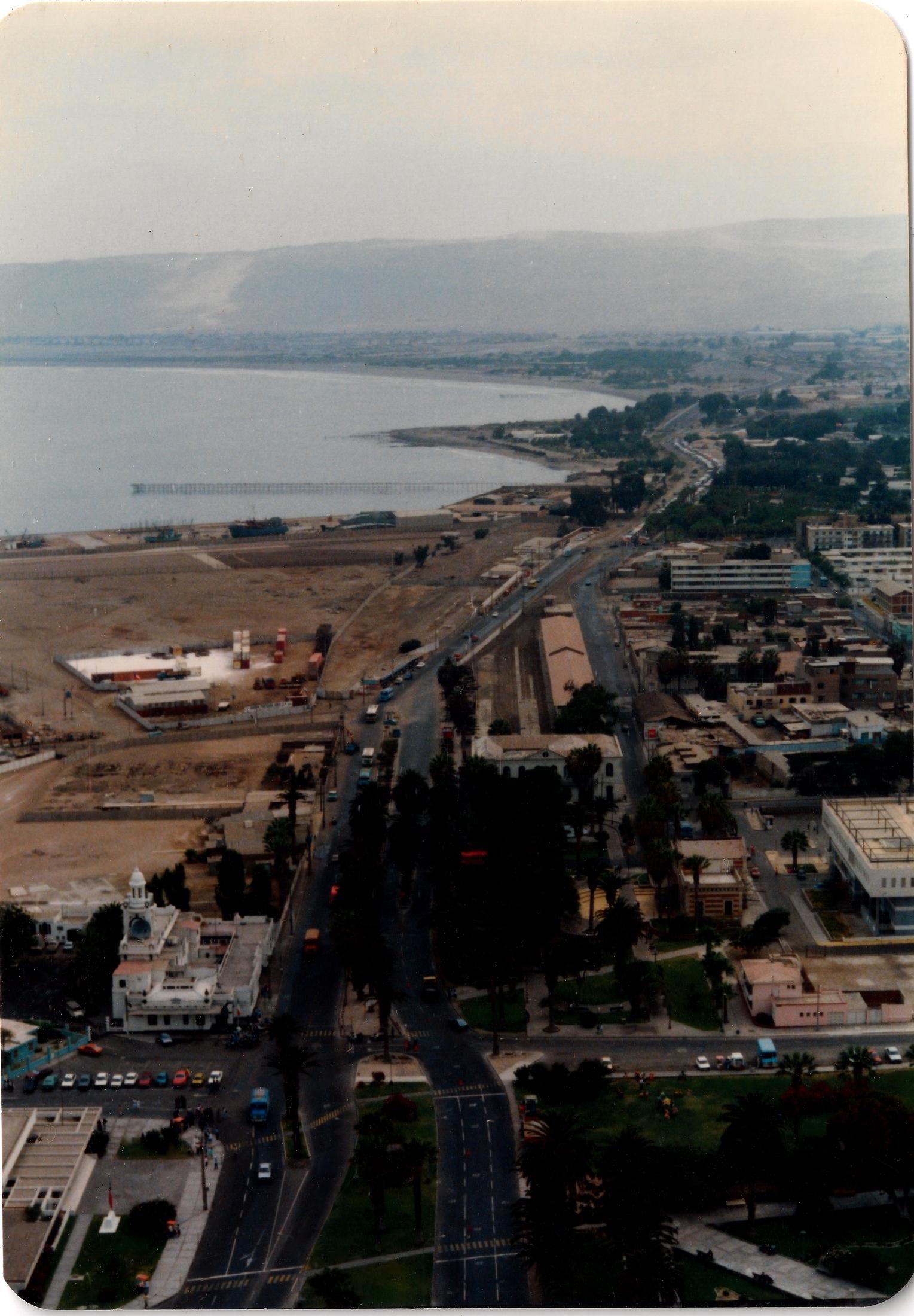 Enterreno - Fotos históricas de chile - fotos antiguas de Chile - Vista desde lo alto del Morro de Arica 1988