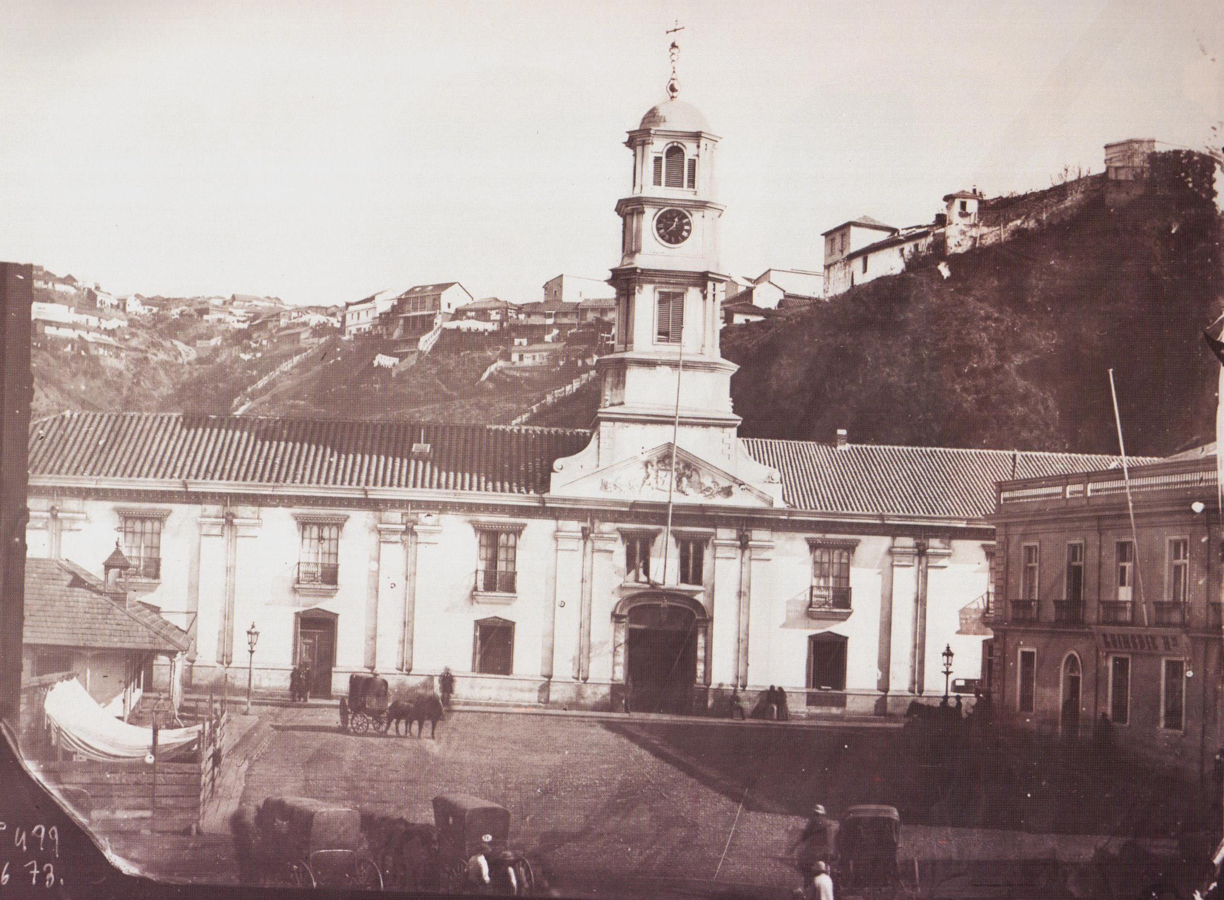 Enterreno - Fotos históricas de chile - fotos antiguas de Chile - Palacio de la Intendencia en Valparaíso año 1864