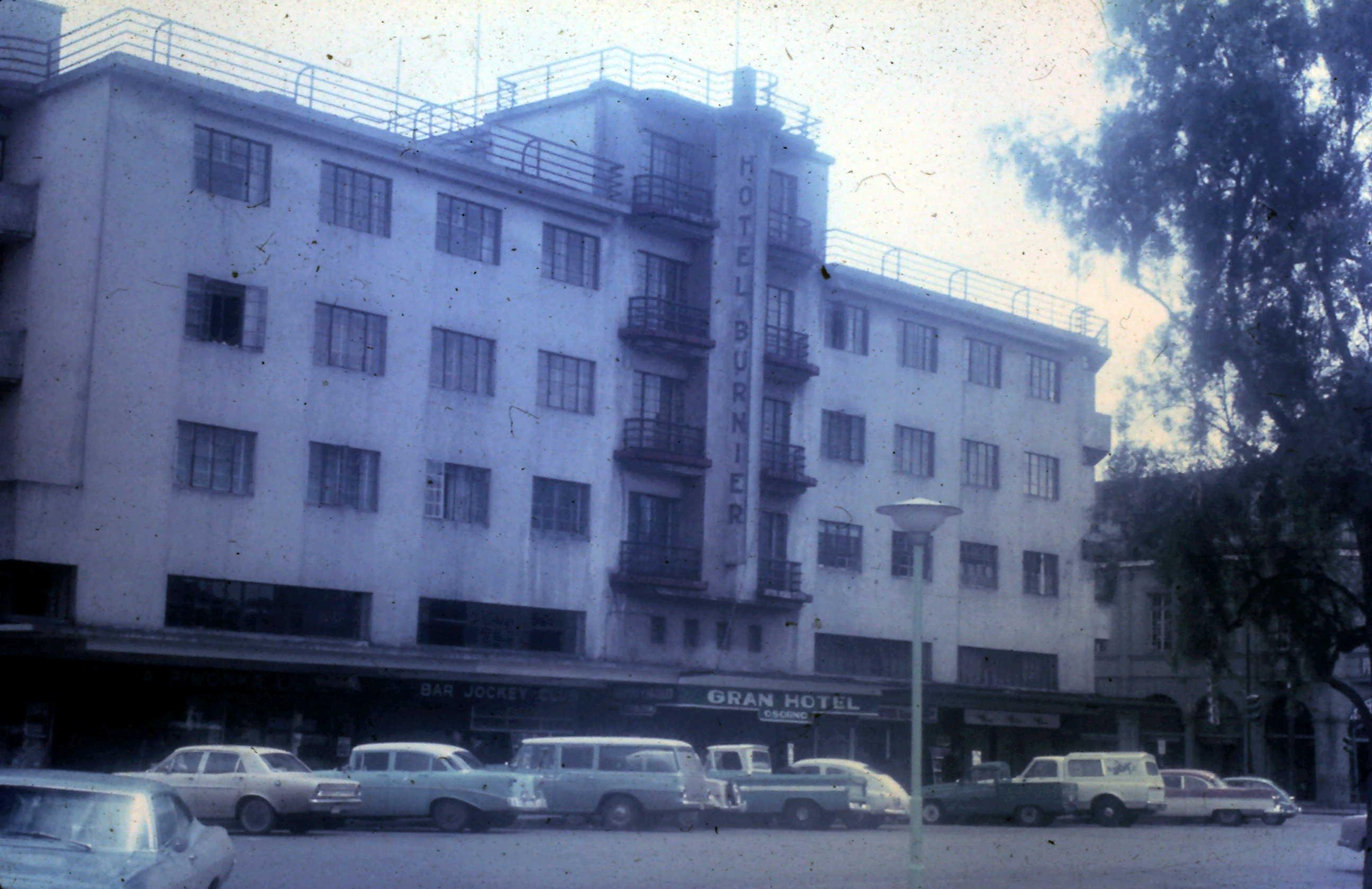 Enterreno - Fotos históricas de chile - fotos antiguas de Chile - Hotel Burnier, Osorno 1968