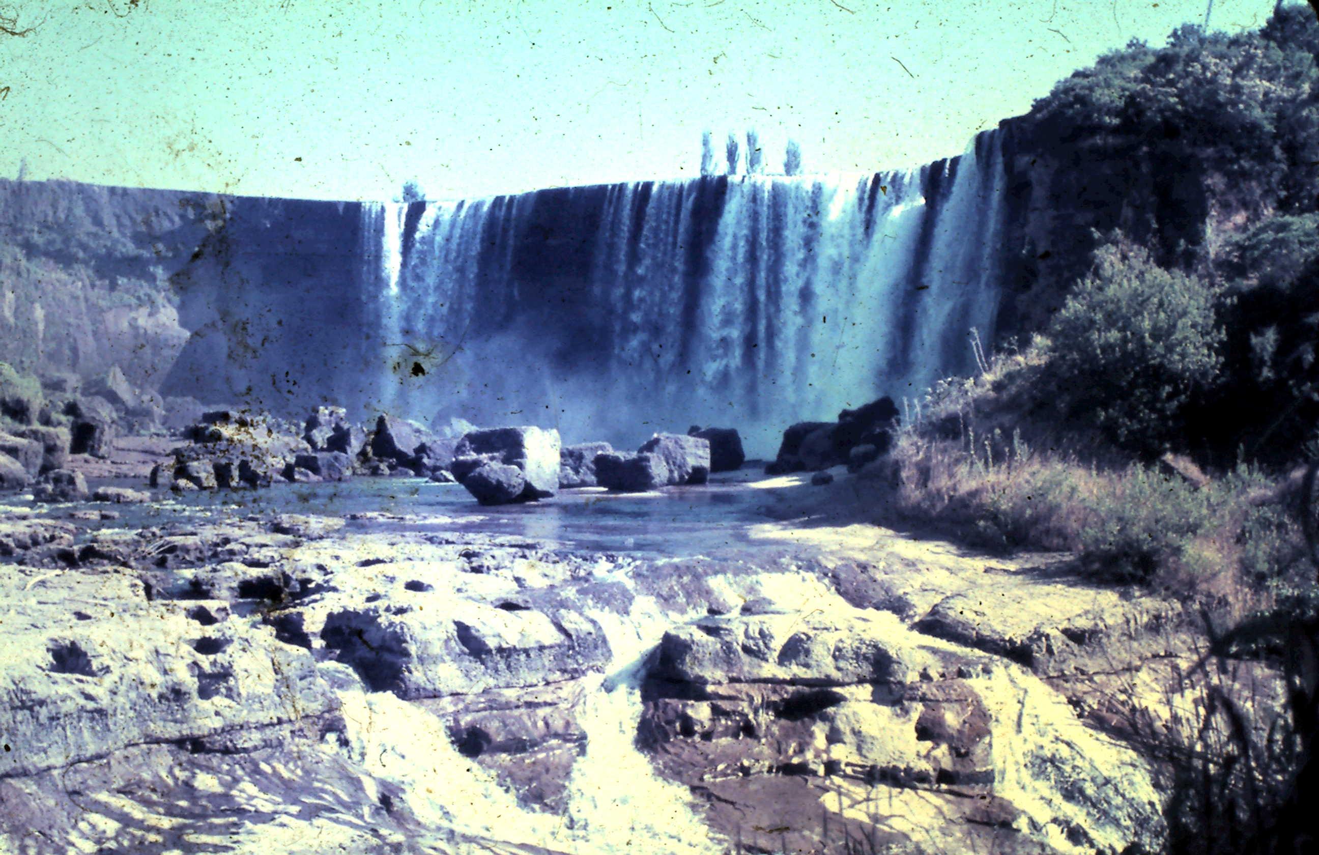 Enterreno - Fotos históricas de chile - fotos antiguas de Chile - Saltos del Laja en el verano de 1967
