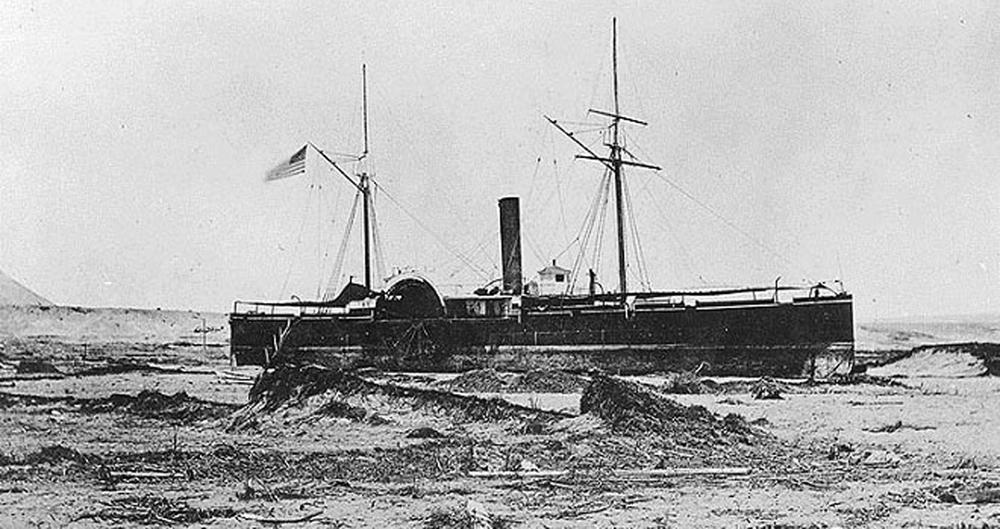 Enterreno - Fotos históricas de chile - fotos antiguas de Chile - Buque barado en Arica en 1868