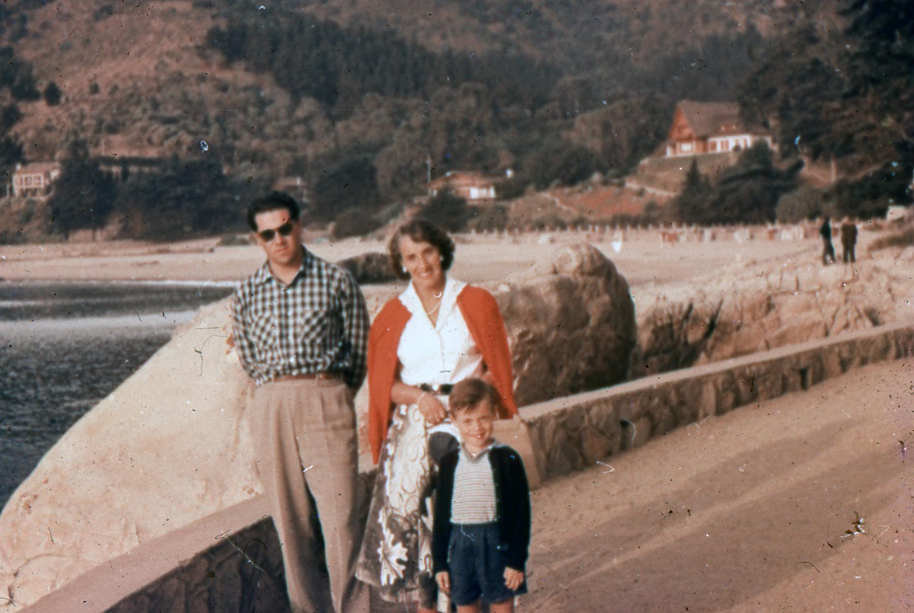 Enterreno - Fotos históricas de chile - fotos antiguas de Chile - Zapallar,  febrero de 1959