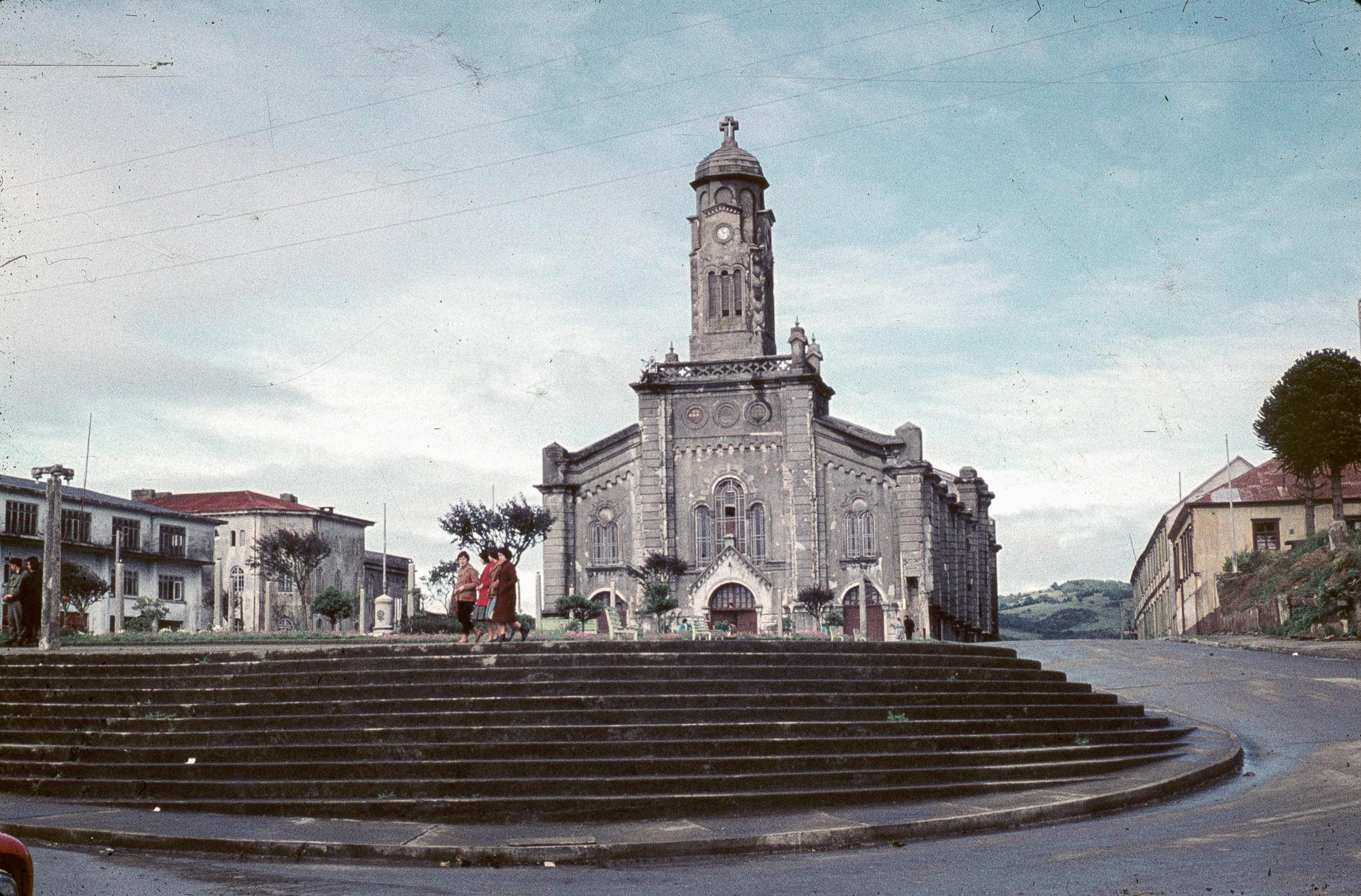 Enterreno - Fotos históricas de chile - fotos antiguas de Chile - Catedral de Ancud en 1961