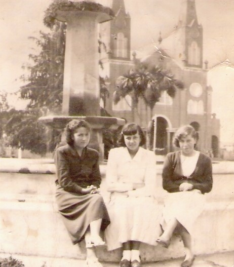 Enterreno - Fotos históricas de chile - fotos antiguas de Chile - Plaza de Castro, enero 1951