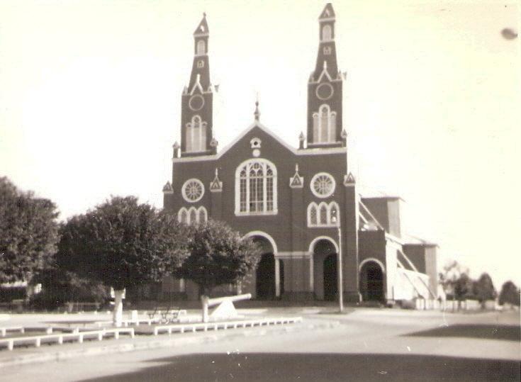 Enterreno - Fotos históricas de chile - fotos antiguas de Chile - Iglesia de Castro en 1978