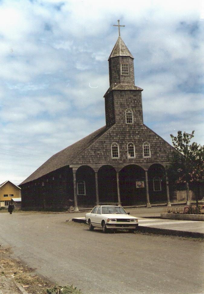 Enterreno - Fotos históricas de chile - fotos antiguas de Chile - Iglesia de Achao en 1981