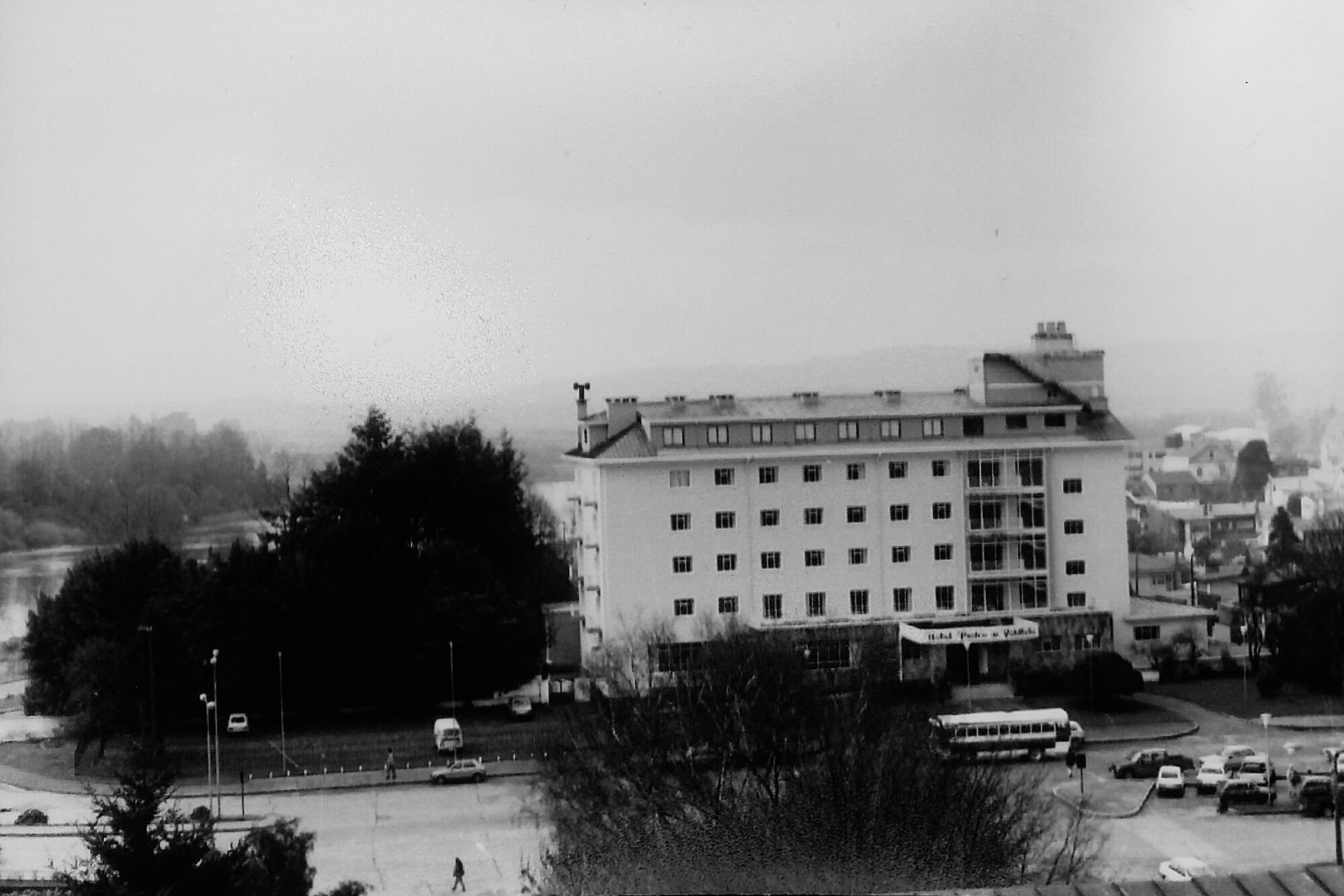 Enterreno - Fotos históricas de chile - fotos antiguas de Chile - Hotel Pedro de Valdivia, Valdivia 1992