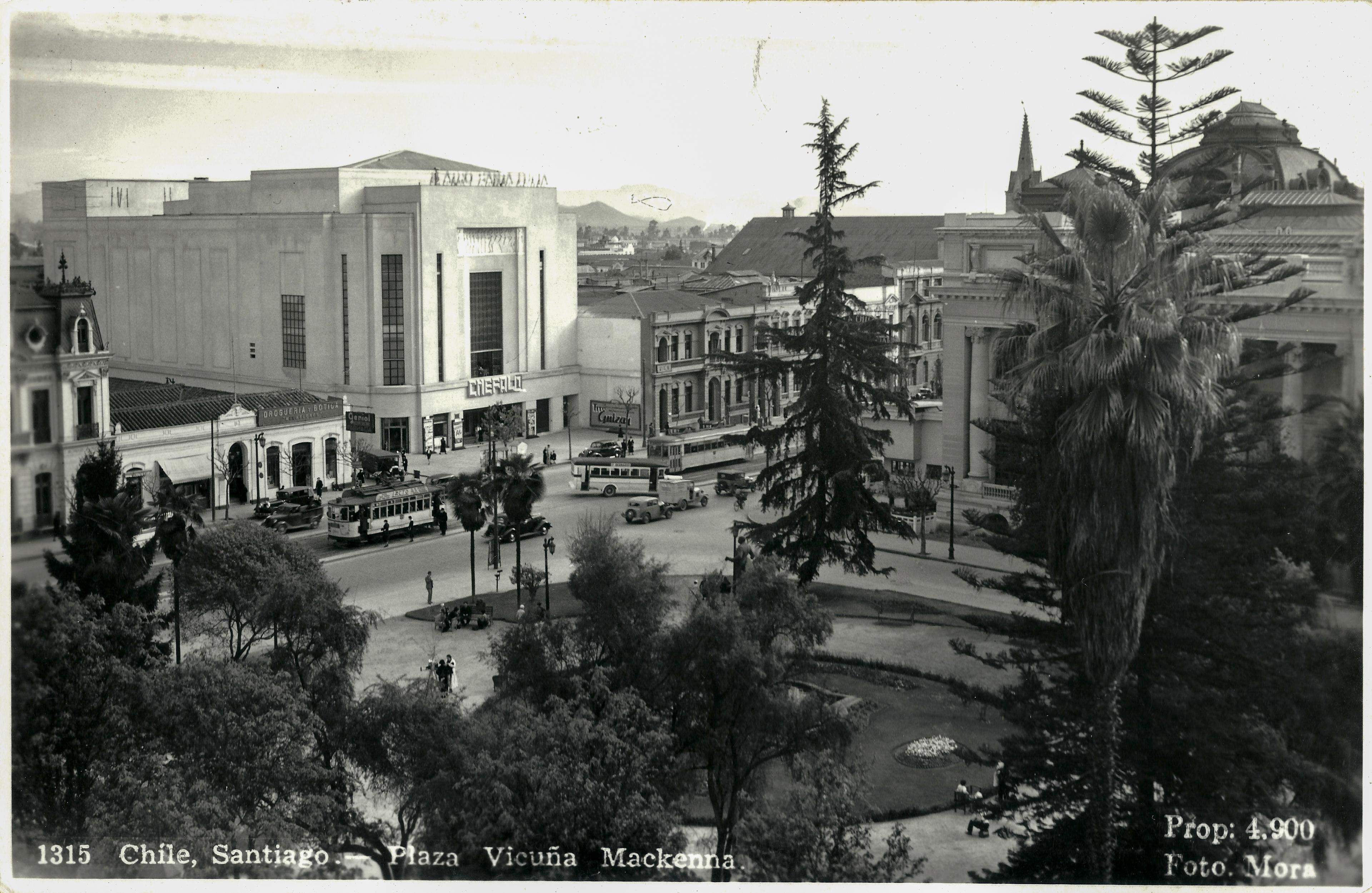 Enterreno - Fotos históricas de chile - fotos antiguas de Chile - Cinerama Santa Lucía en 1940