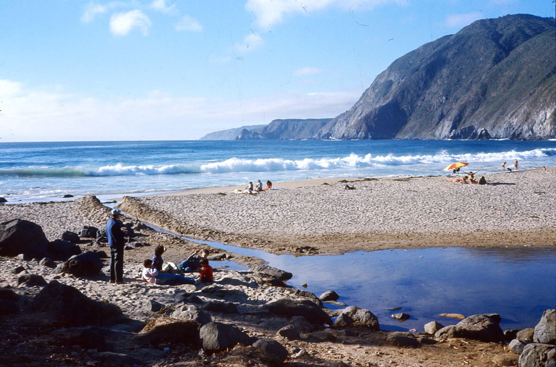 Enterreno - Fotos históricas de chile - fotos antiguas de Chile - Playa grande de Quintay en 1978