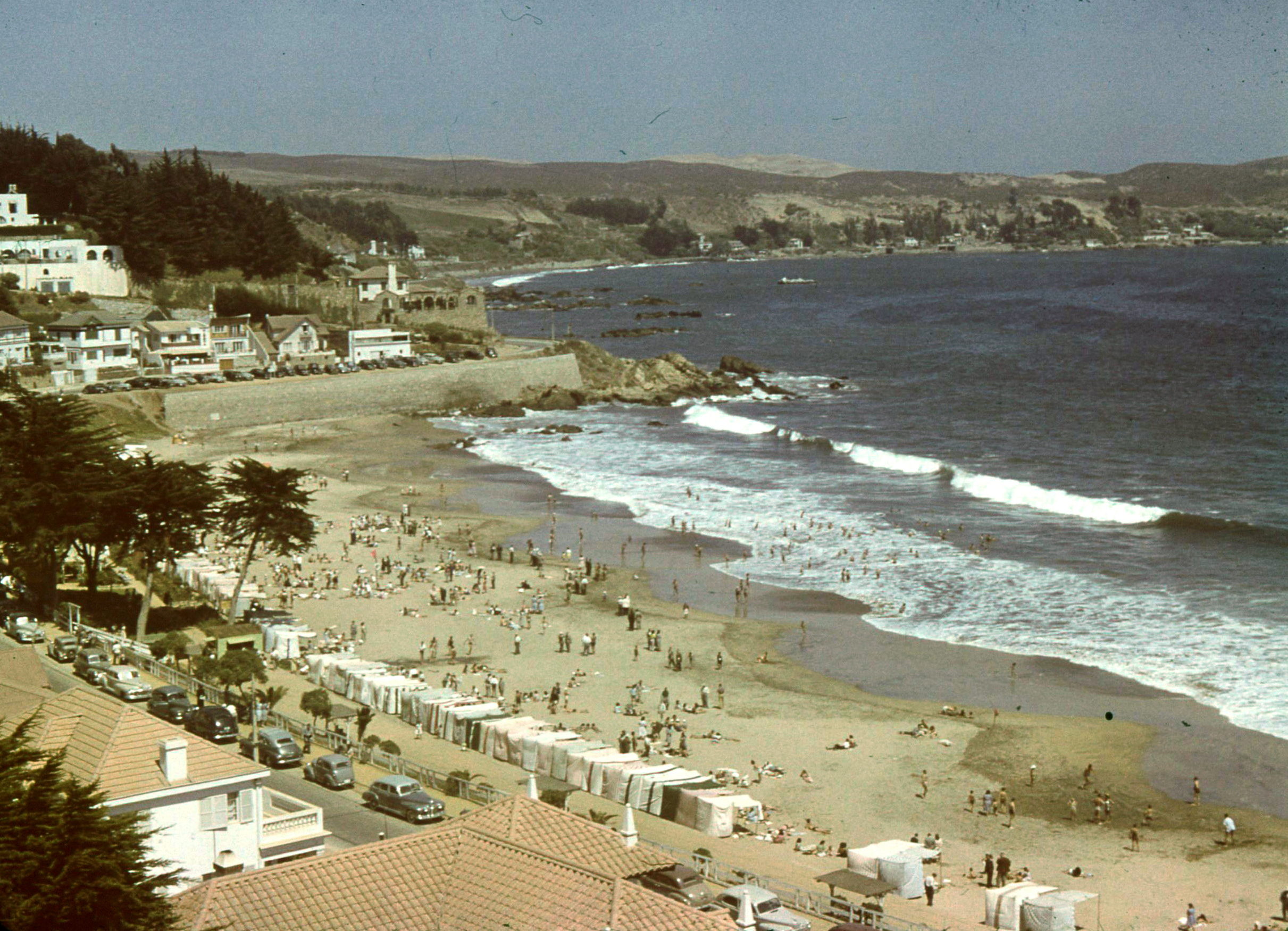 Enterreno - Fotos históricas de chile - fotos antiguas de Chile - Playa Amarilla Concón en 1955