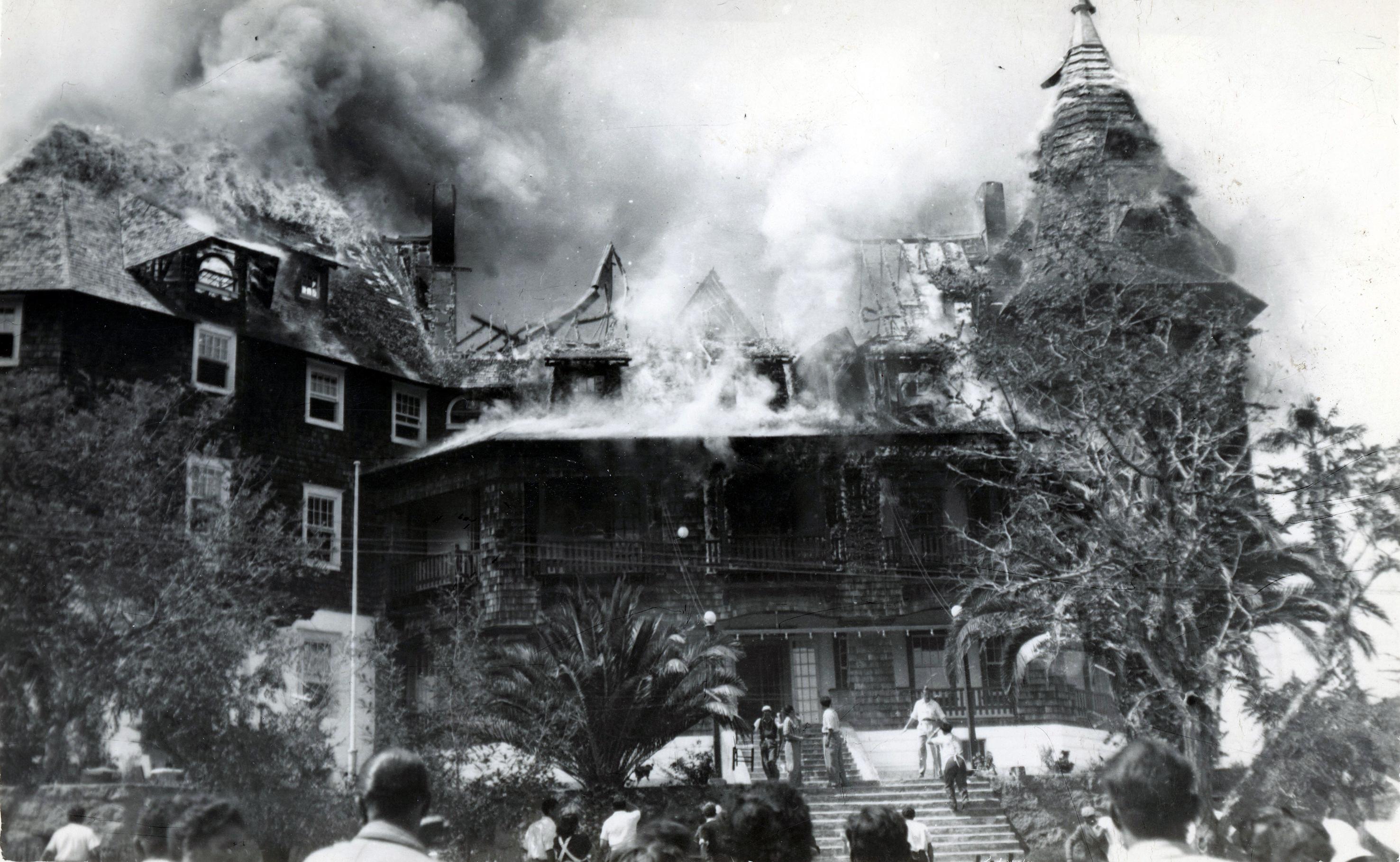 Enterreno - Fotos históricas de chile - fotos antiguas de Chile - Incendio del Gran Hotel de Papudo en 1941