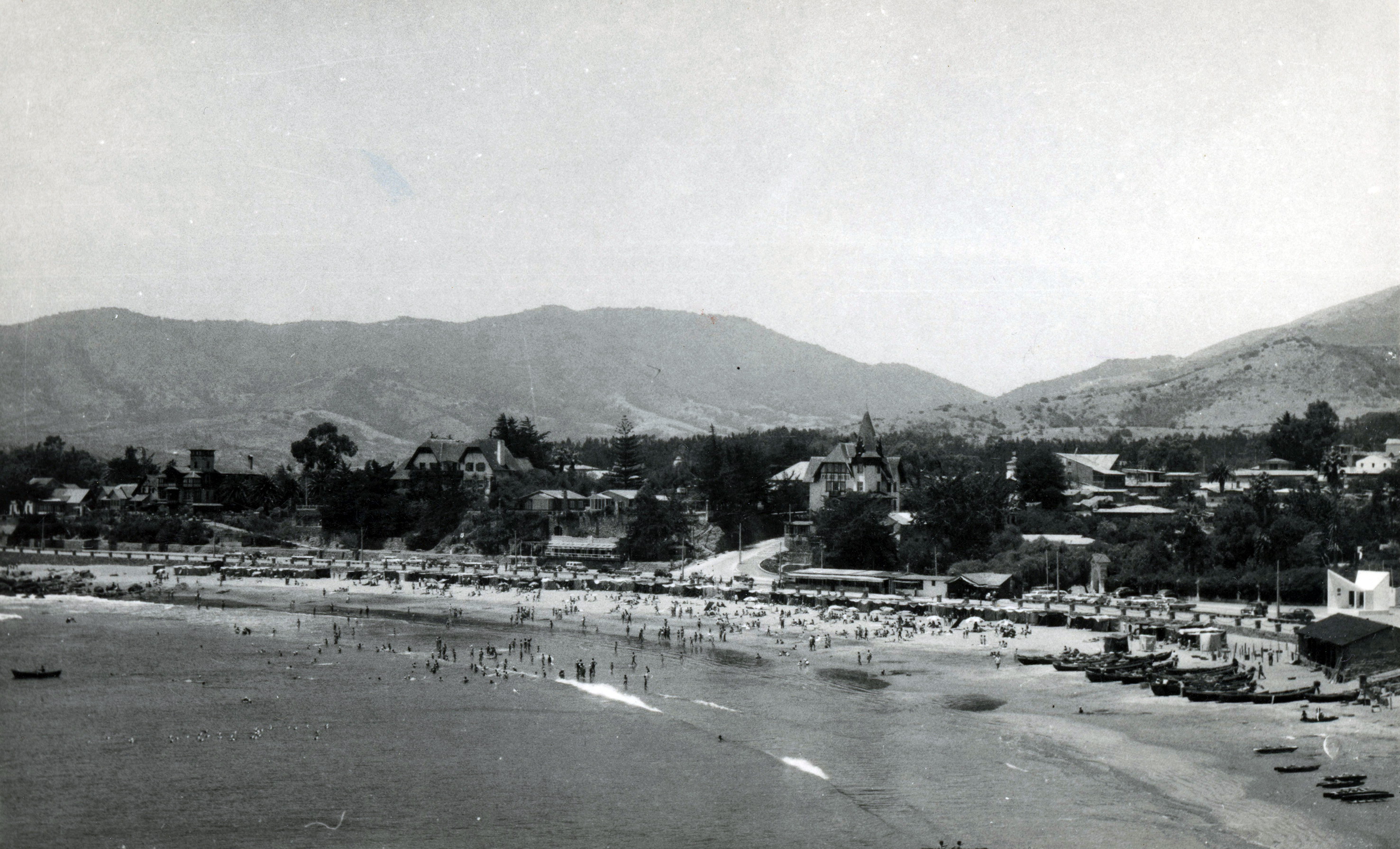 Enterreno - Fotos históricas de chile - fotos antiguas de Chile - Bahía de Papudo en 1950
