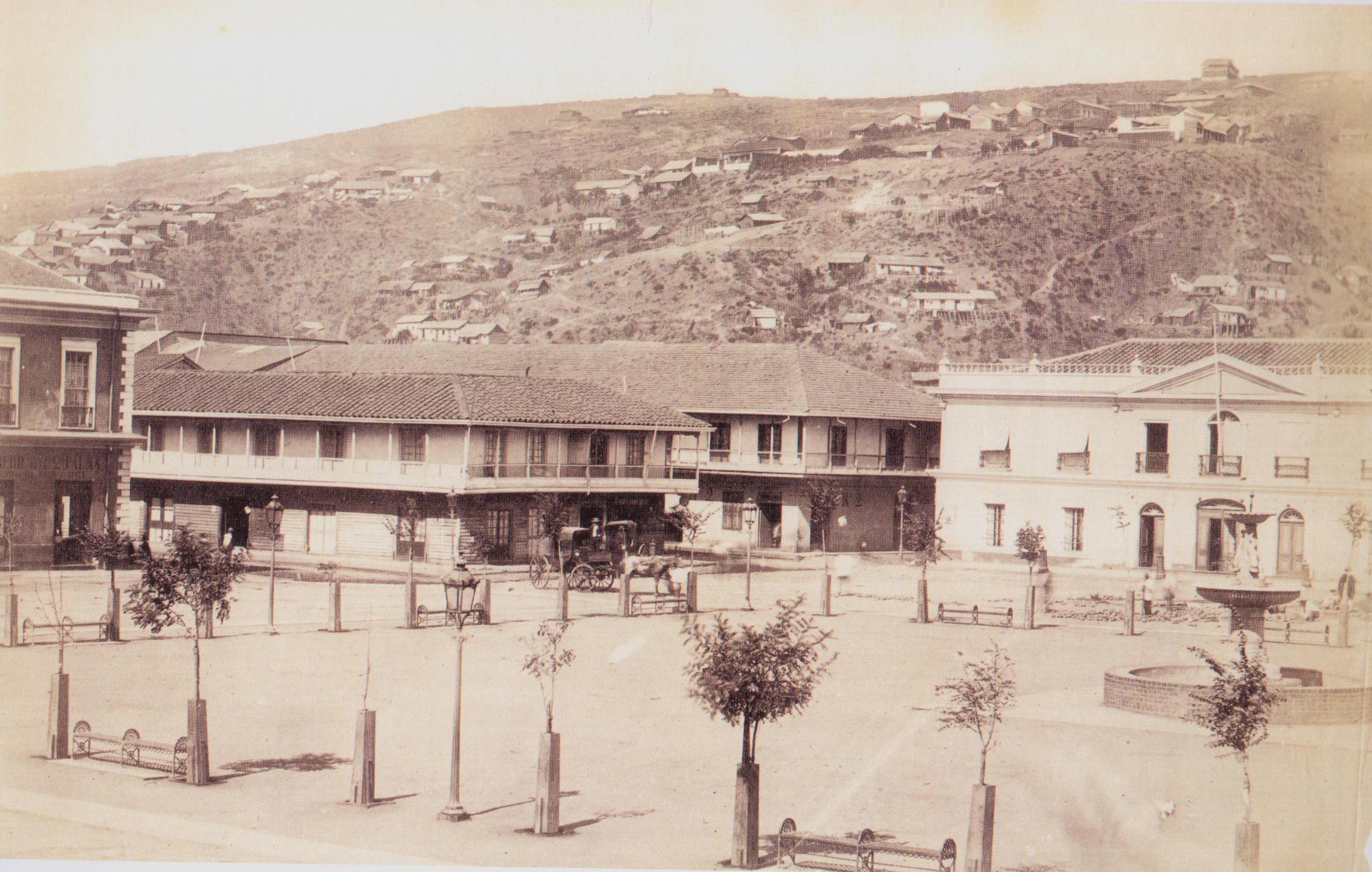 Enterreno - Fotos históricas de chile - fotos antiguas de Chile - Plaza de la Victoria en Valparaíso año 1864