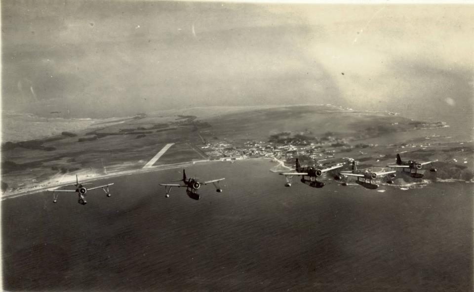 Enterreno - Fotos históricas de chile - fotos antiguas de Chile - Aviones en Bahía de Quintero en 1945