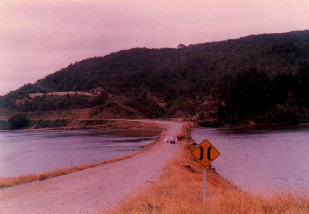 Enterreno - Fotos históricas de chile - fotos antiguas de Chile - Camino a Niebla en 1986