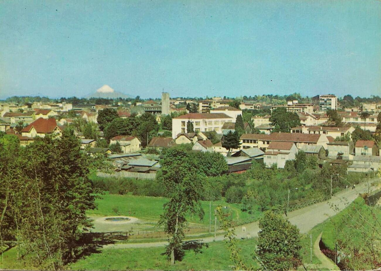 Enterreno - Fotos históricas de chile - fotos antiguas de Chile - Panorámica de Osorno, década del 60