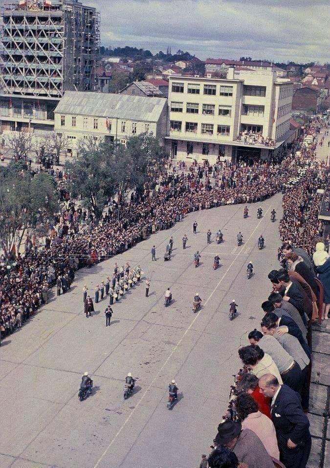 Enterreno - Fotos históricas de chile - fotos antiguas de Chile - Desfile cuarto centenario, Osorno en 1958