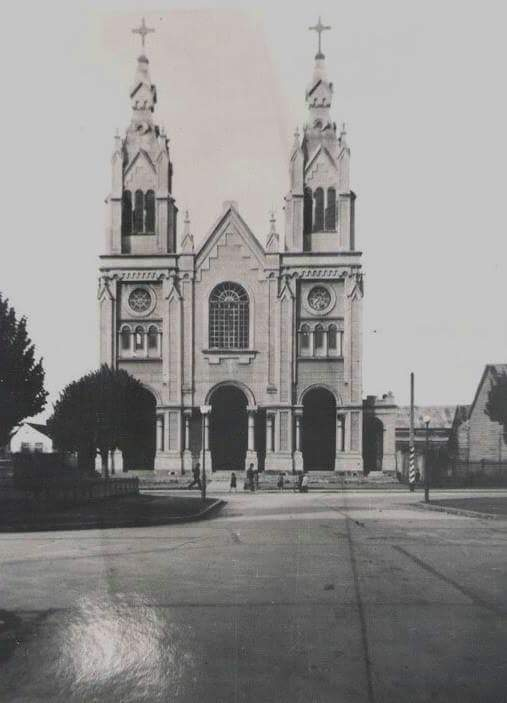 Enterreno - Fotos históricas de chile - fotos antiguas de Chile - La iglesia San Francisco de Osorno, 1930s