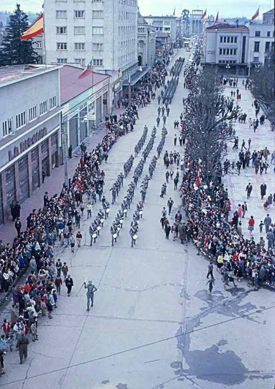 Enterreno - Fotos históricas de chile - fotos antiguas de Chile - Desfile militar en Osorno, 1958