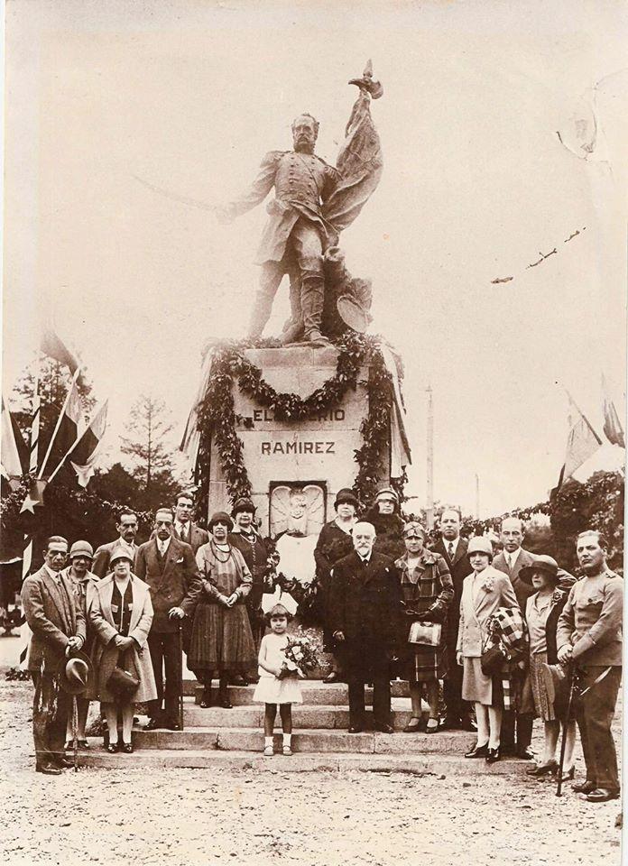 Enterreno - Fotos históricas de chile - fotos antiguas de Chile - Inauguración al monumento de Eleuterio Ramírez en Osorno, 1927