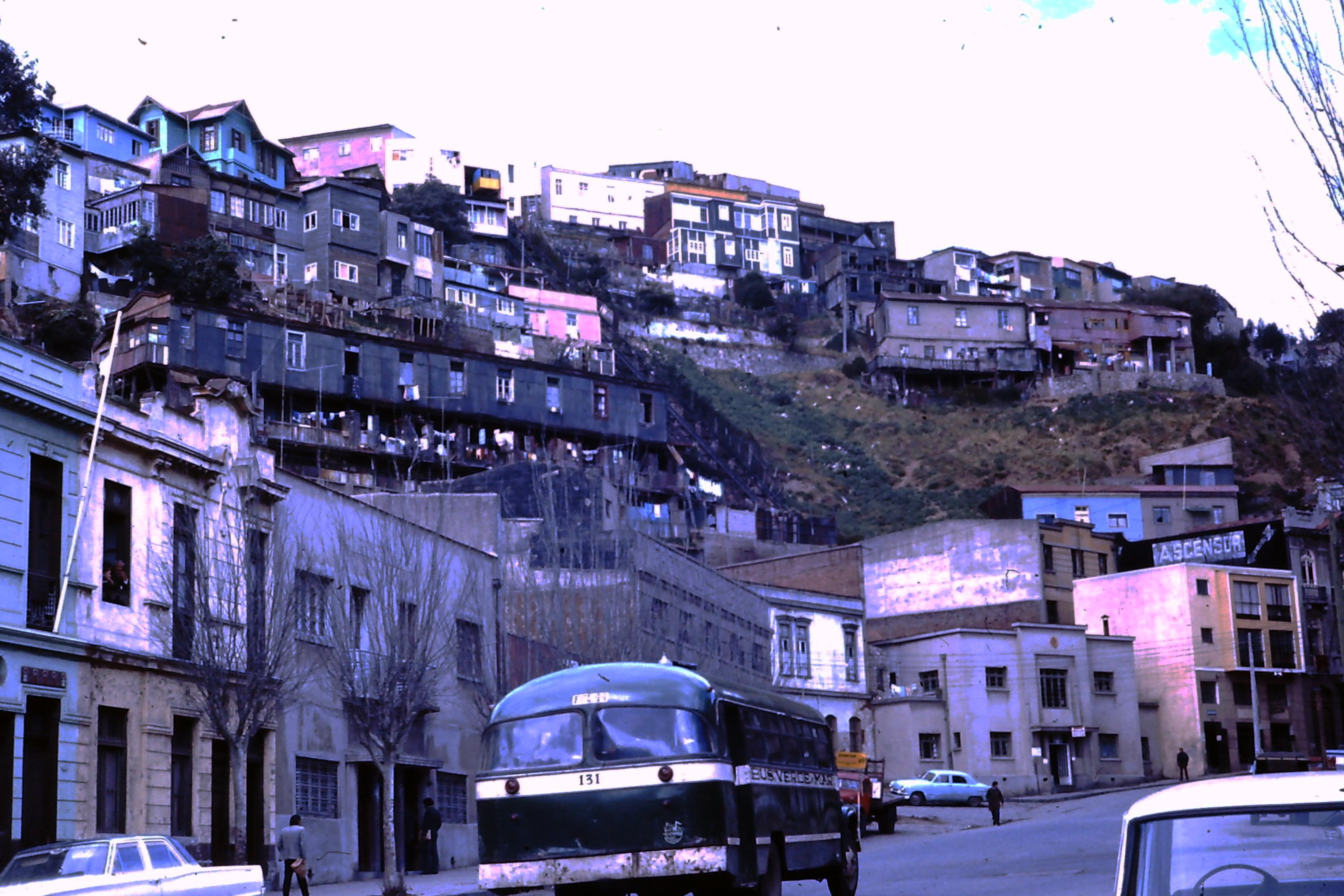 Enterreno - Fotos históricas de chile - fotos antiguas de Chile - Ascensor La Cruz de Valparaíso en los 70s