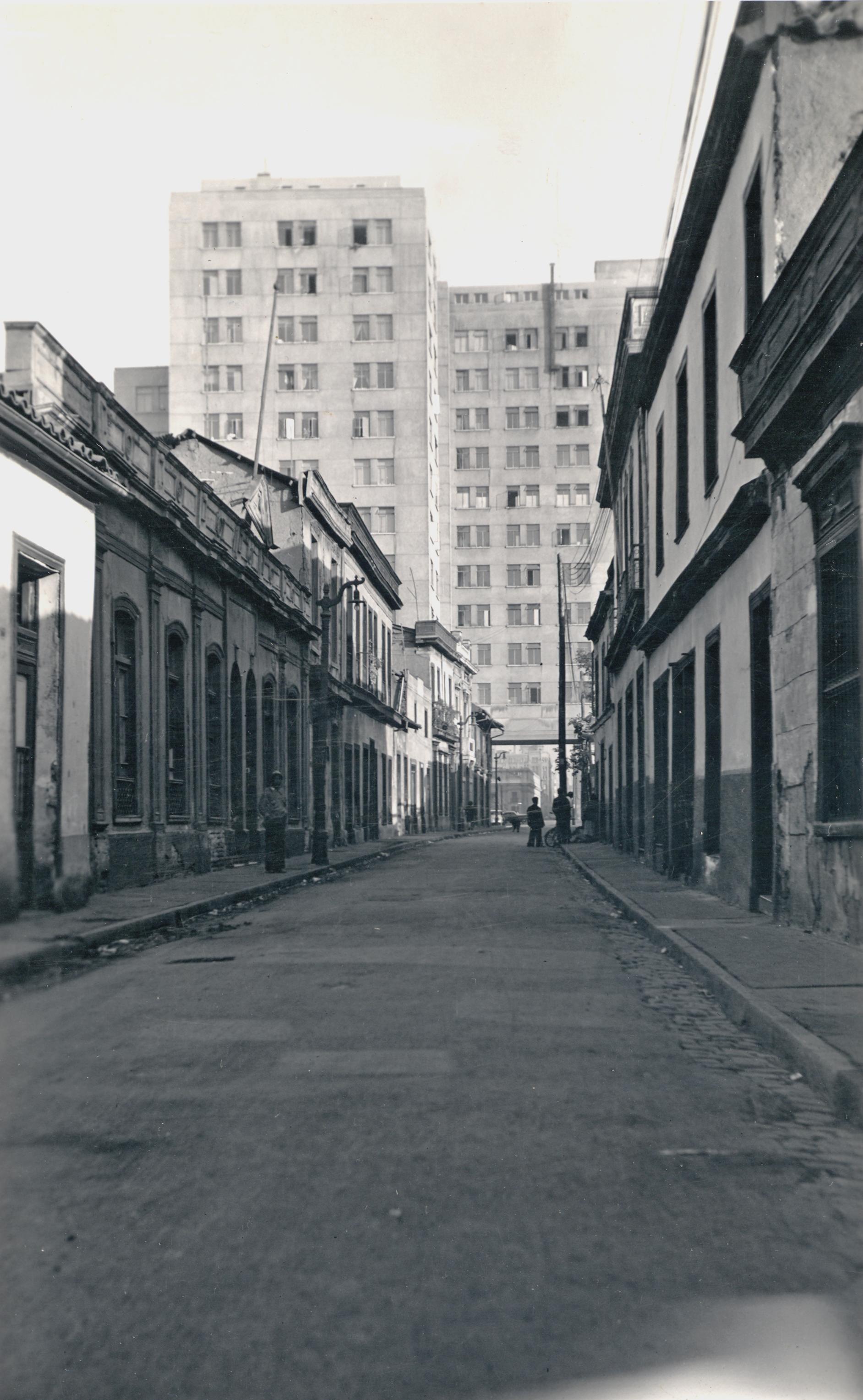 Enterreno - Fotos históricas de chile - fotos antiguas de Chile - Ministerio de Defensa de Santiago en 1940