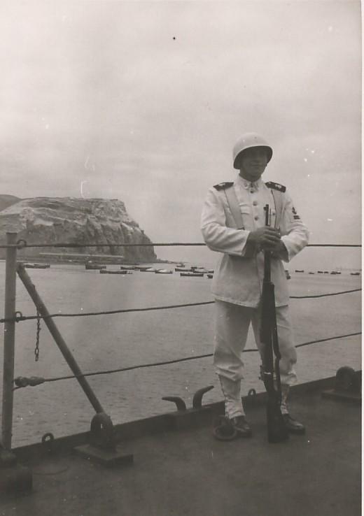 Enterreno - Fotos históricas de chile - fotos antiguas de Chile - El Morro de Arica desde la Esmeralda en 1955
