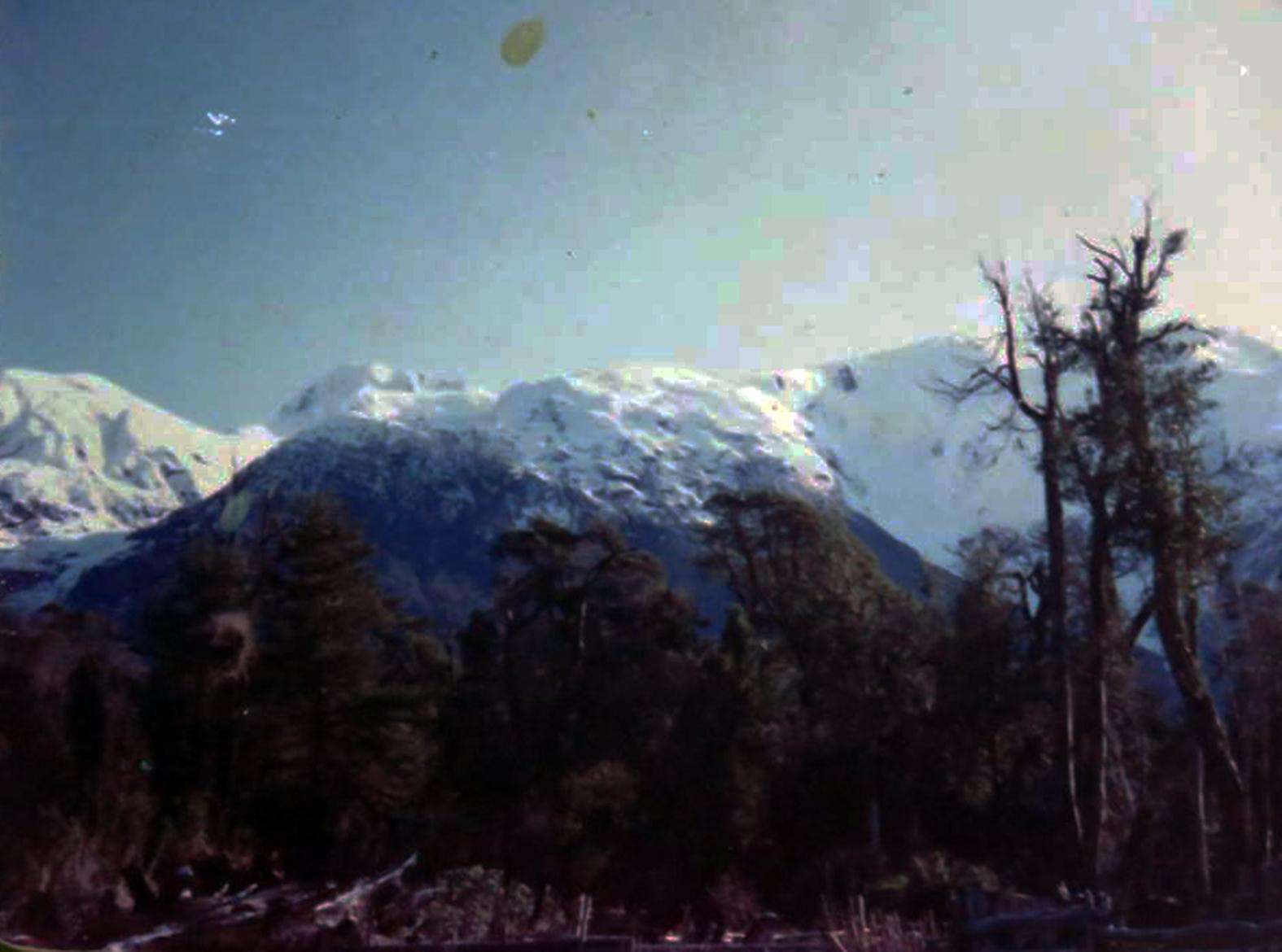 Enterreno - Fotos históricas de chile - fotos antiguas de Chile -  Cordón  Michimahuida Lago Yelcho, 1980