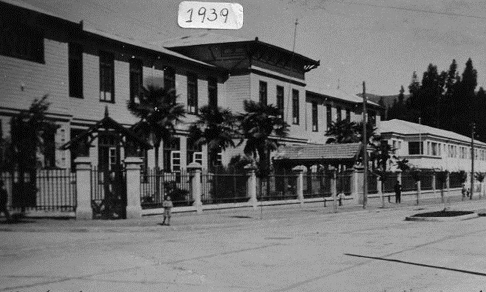 Enterreno - Fotos históricas de chile - fotos antiguas de Chile - Escuela Normal Femenina de Angol en 1939