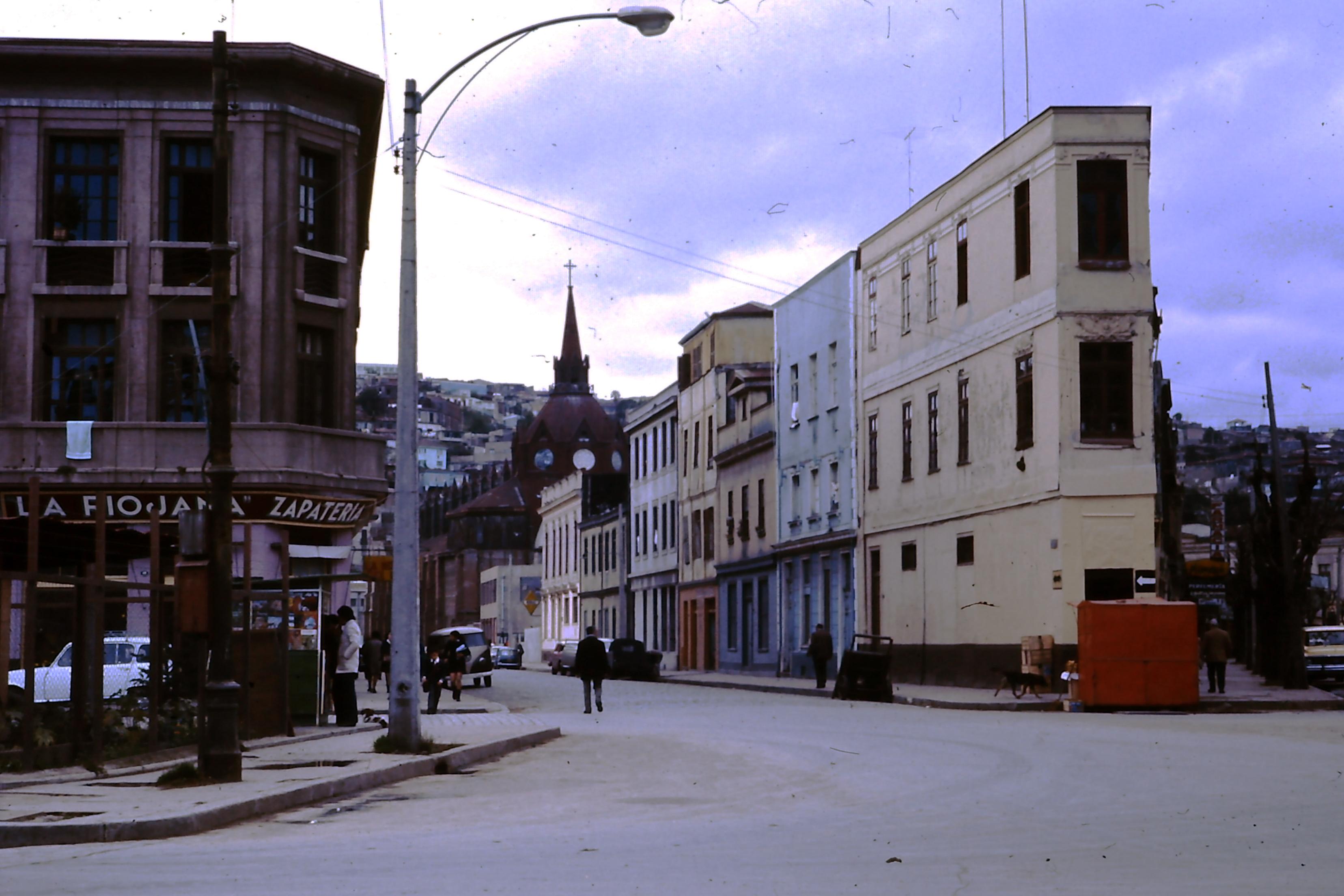 Enterreno - Fotos históricas de chile - fotos antiguas de Chile - Calle Deformes con Victoria en 1970