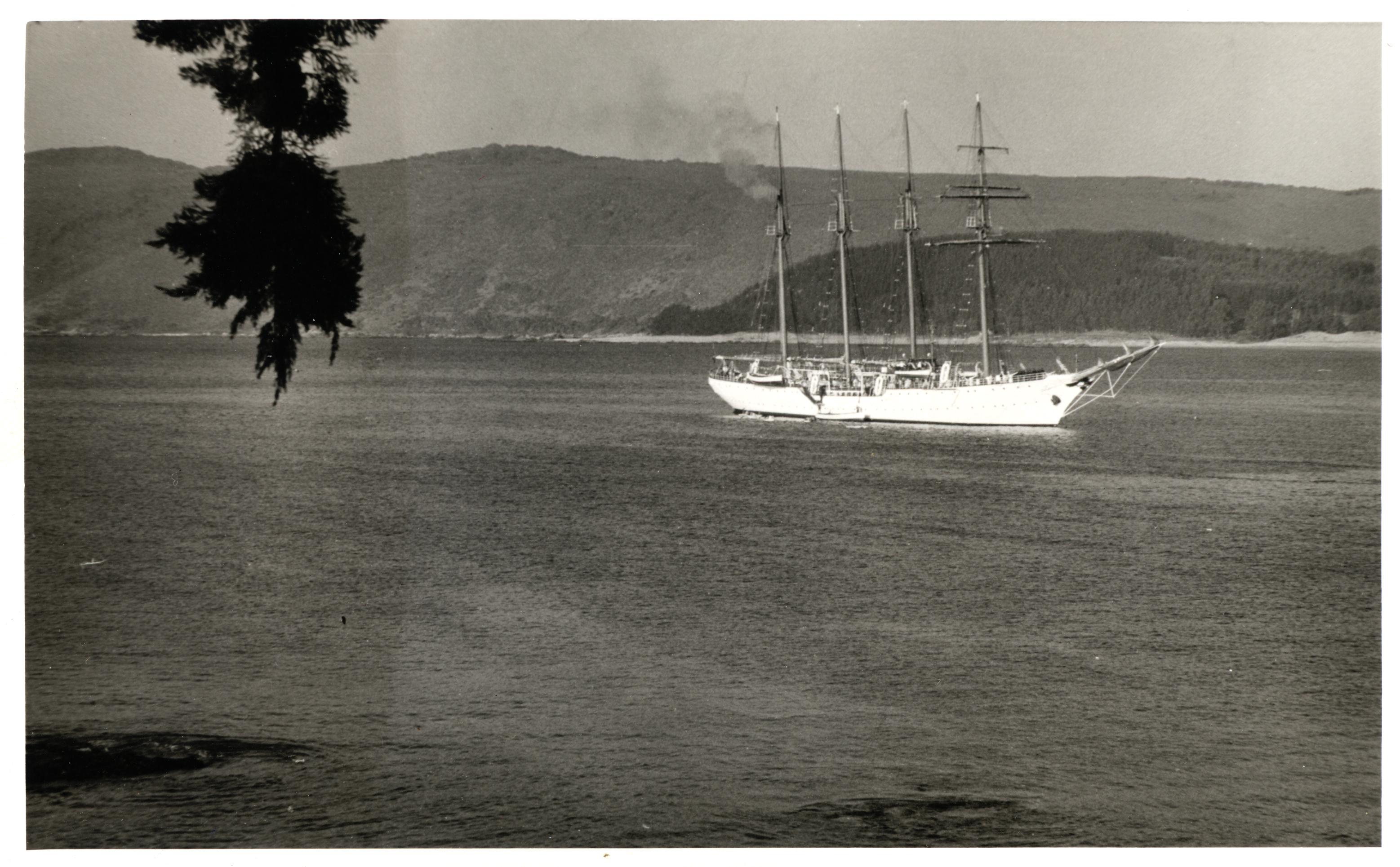 Enterreno - Fotos históricas de chile - fotos antiguas de Chile - Esmeralda en la Bahía de Papudo, ca. 1960