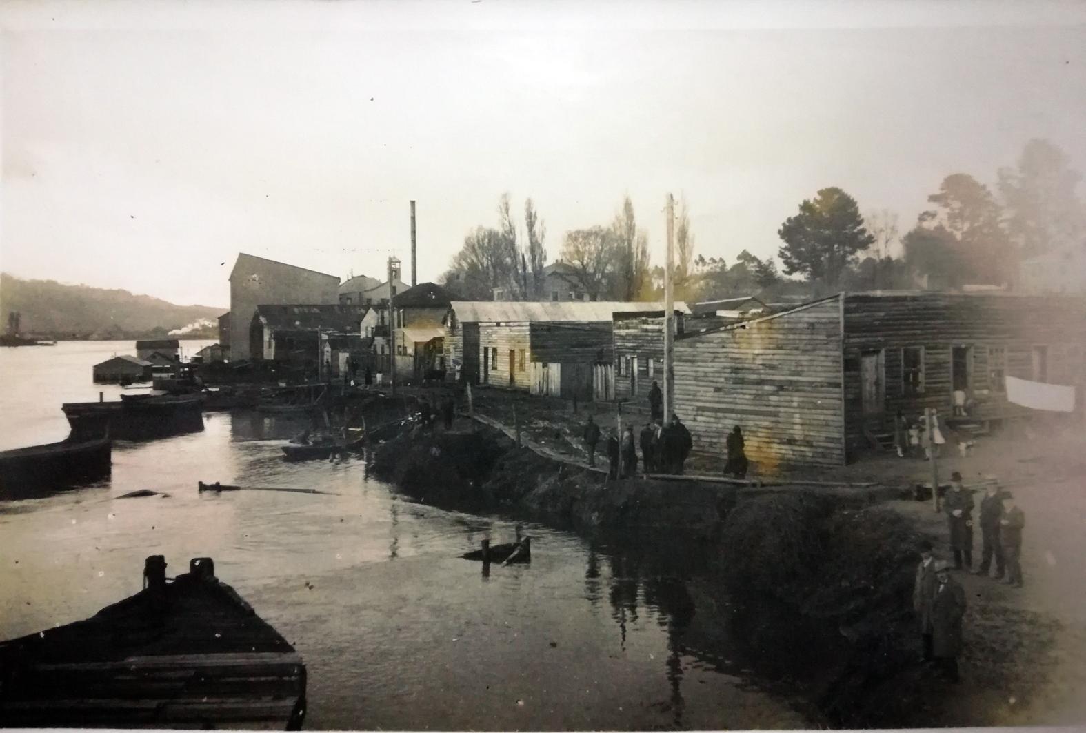Enterreno - Fotos históricas de chile - fotos antiguas de Chile - Avenida Costanera Arturo Prat de Valdivia en 1960